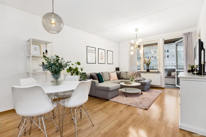 Köp bostad på Råcksta Gårdsväg 23, 8 tr