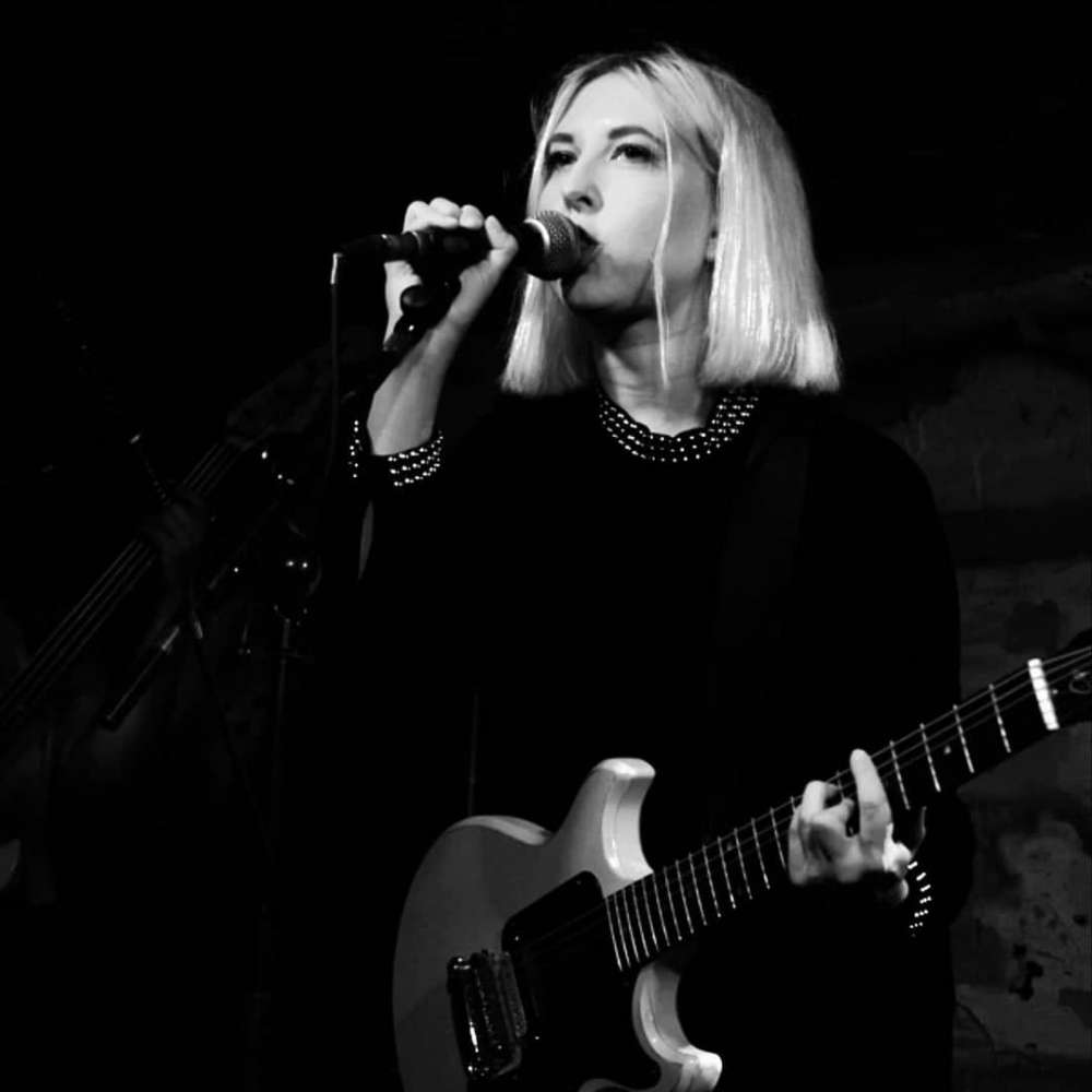 Singer-songwriter söker band i Stockholm