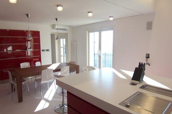 cucina bianca e rossa !