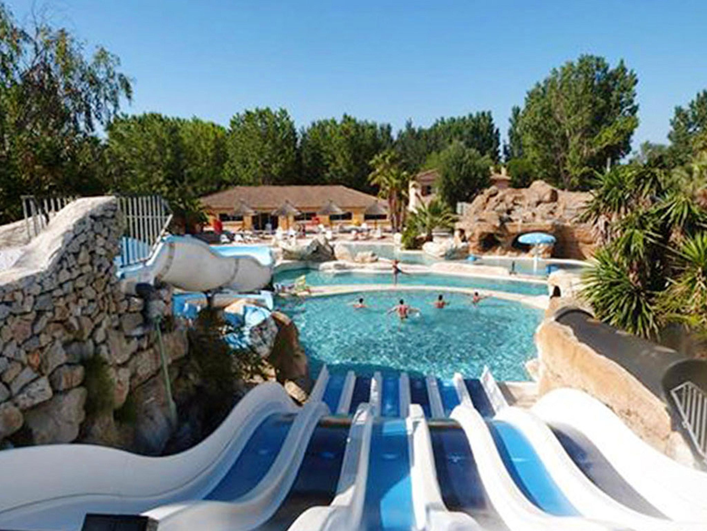 Bungalow mit 2 Schlafzimmern in Agde mit Pool und  Hütte