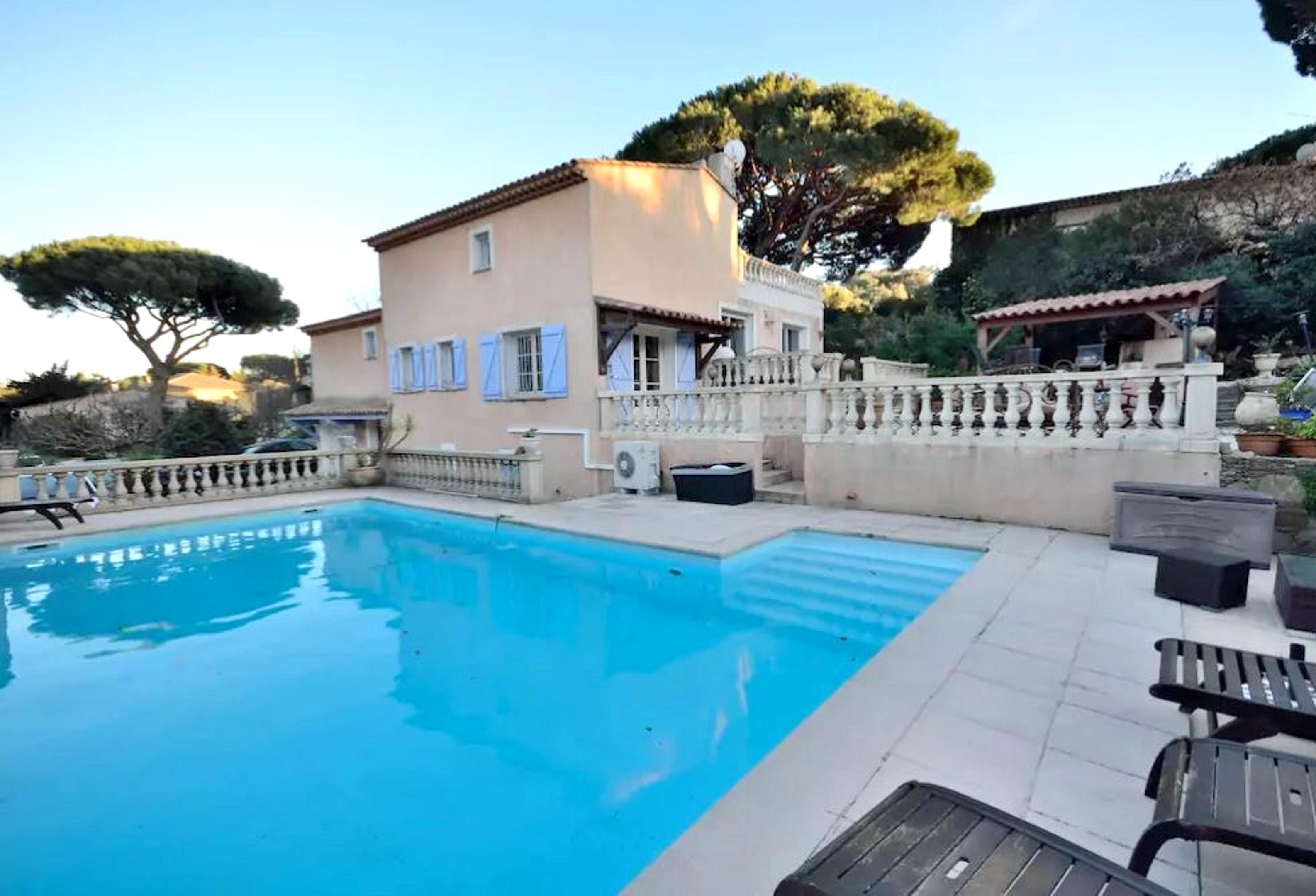 Villa mit 3 Schlafzimmern in Sainte Maxime mit privatem Pool eingezäuntem Garten und W LAN 1 km vom Strand entfernt