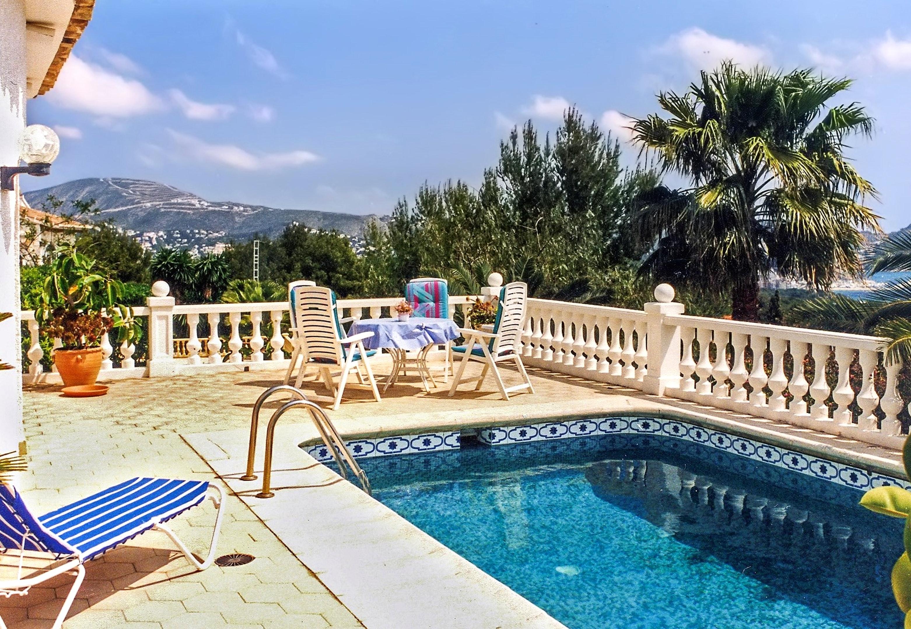 Villa mit 3 Schlafzimmern in Moraira Benissa mit herrlichem Meerblick privatem Pool eingezäuntem Garten 3 km vom Strand entfernt