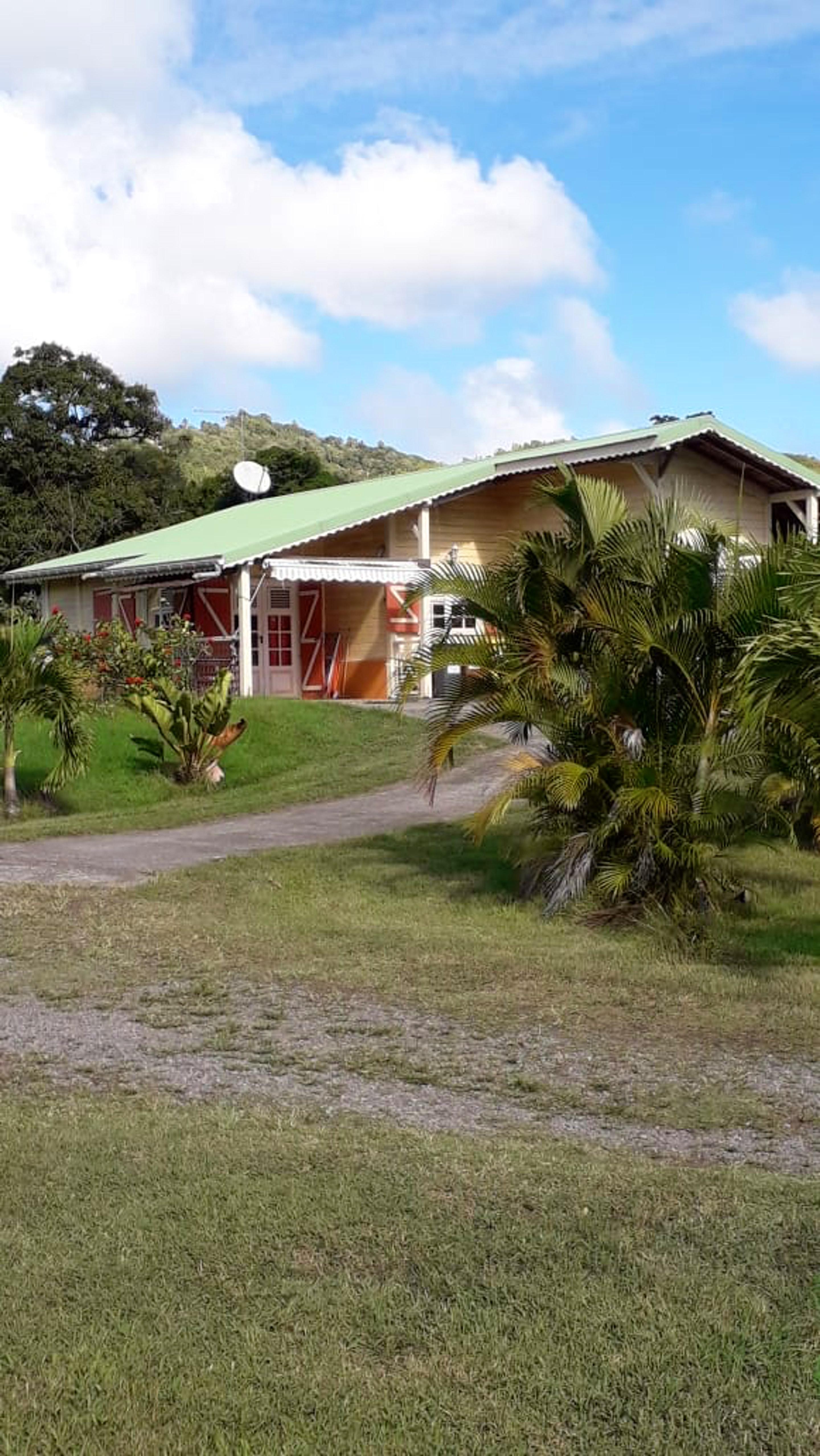 Apartamento de una habitación en Le Vauclin, con magnificas vistas a las montañas, jardín cerrado y WiFi - a 5 km de la playa