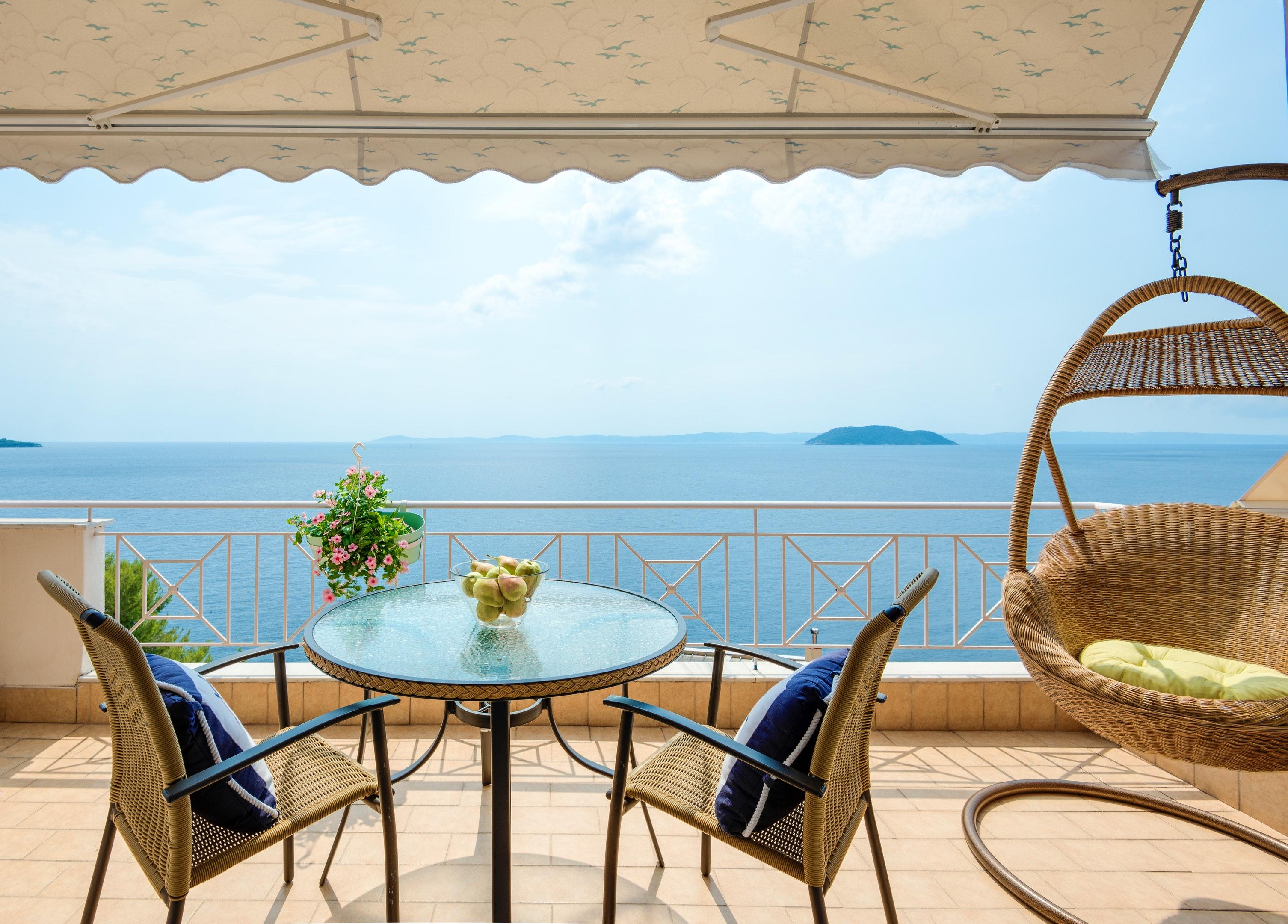 Wohnung mit 2 Schlafzimmern in Neos Marmaras Chalkidiki North Greece mit herrlichem Meerblick und möbliertem Balkon 300 m vom Strand entfernt