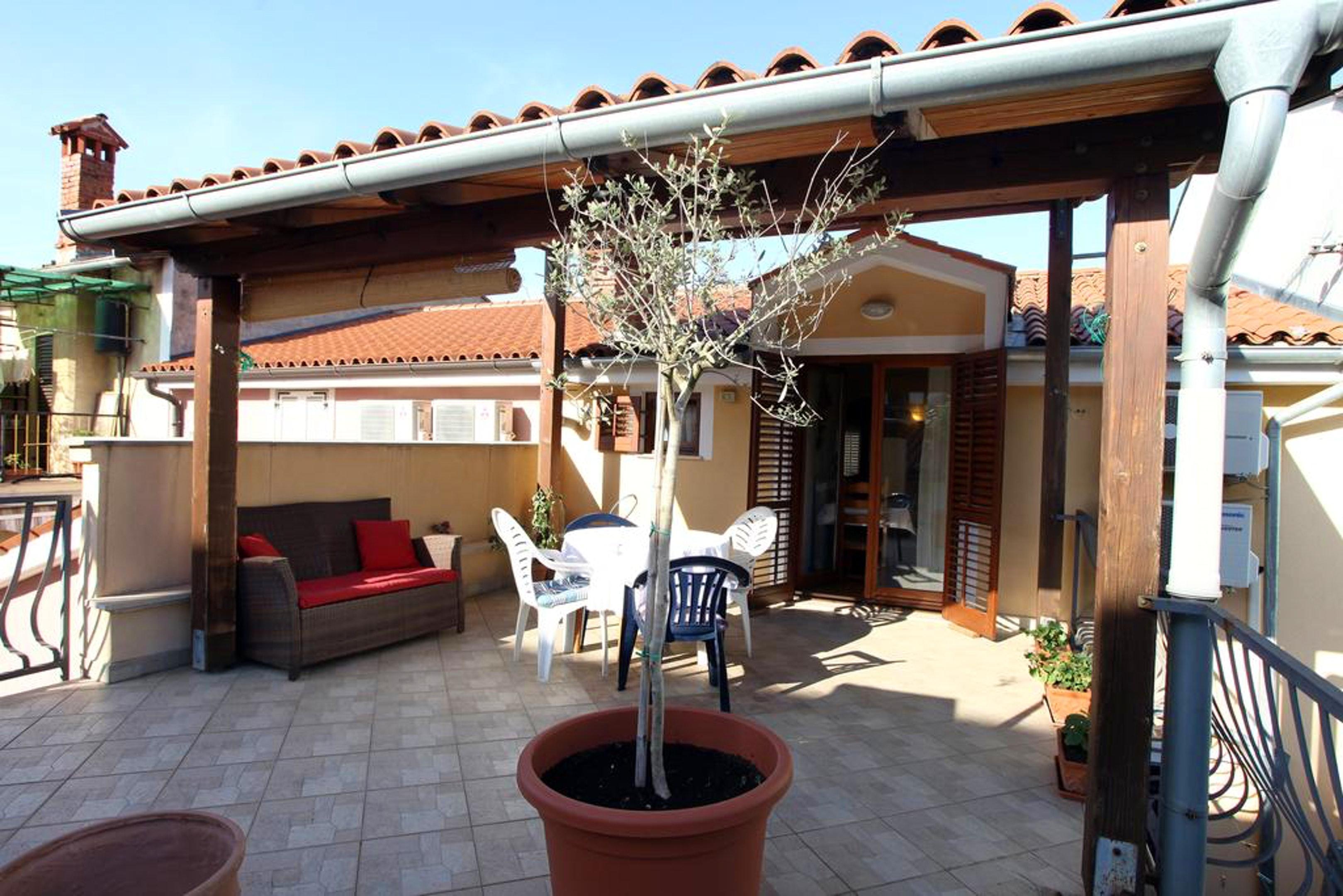 Wohnung mit 2 Schlafzimmern in Izola mit möblierter Terrasse und W LAN 300 m vom Strand entfernt