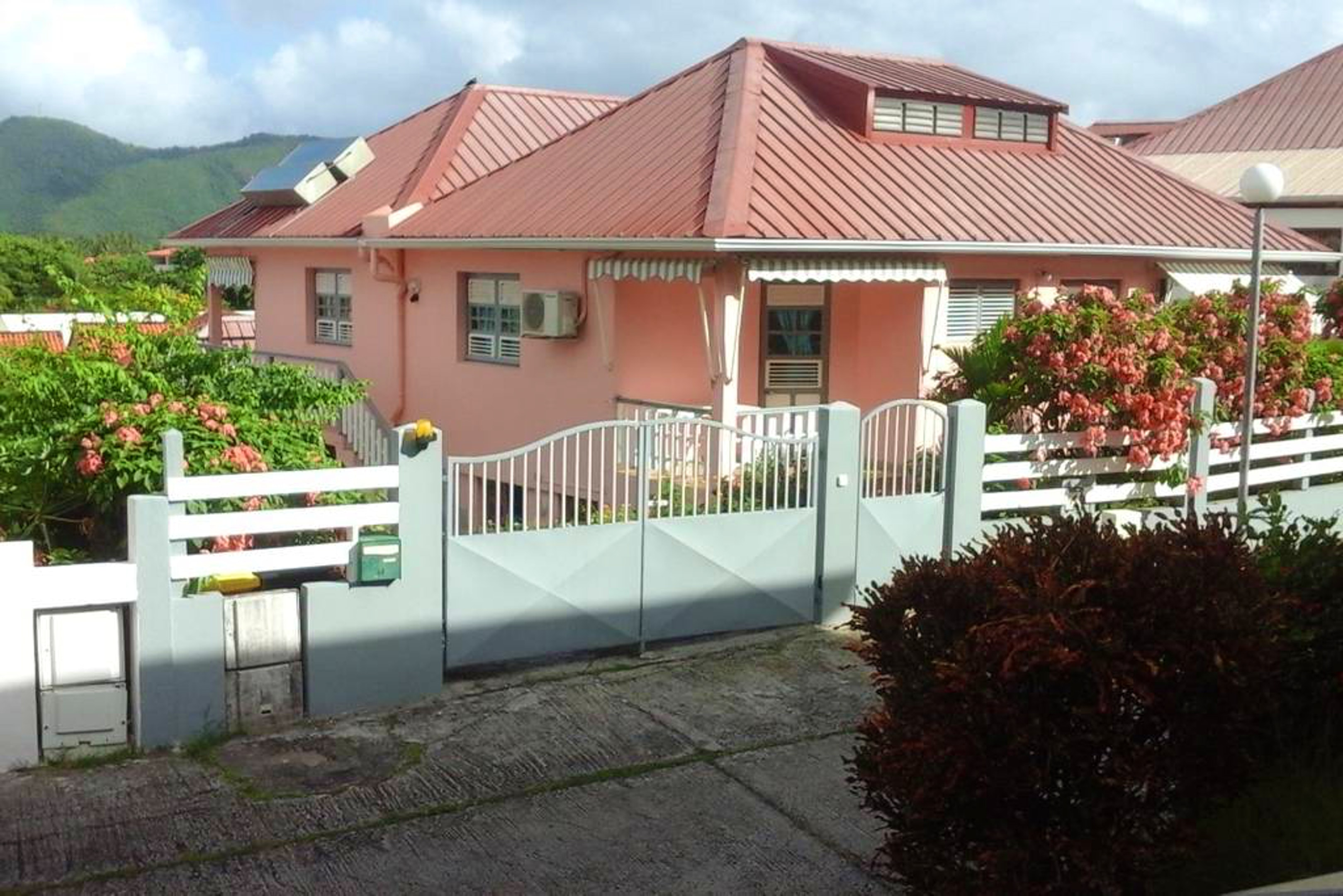 Apartment with one bedroom in SAINTE-ANNE, with enclosed garden and WiFi - 400 m from the beach
