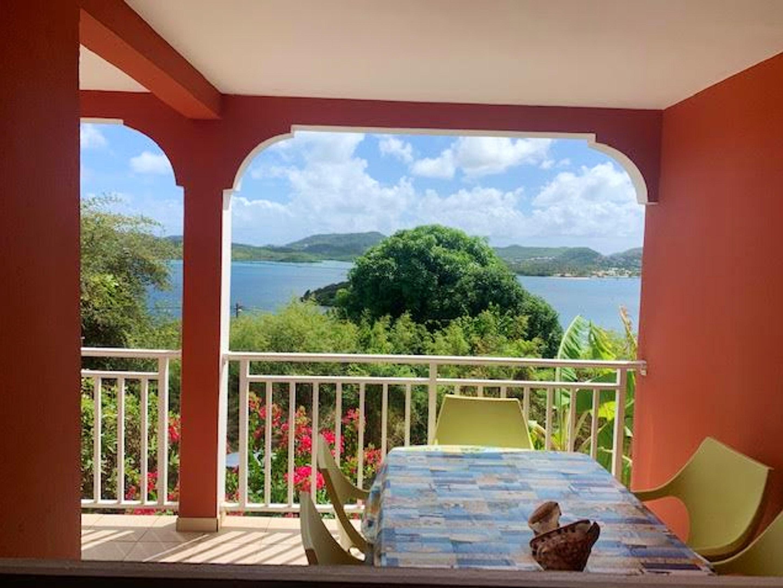 Wohnung mit 2 Schlafzimmern in Le Marin mit herrlichem Meerblick, eingezäuntem Garten und W-LAN
