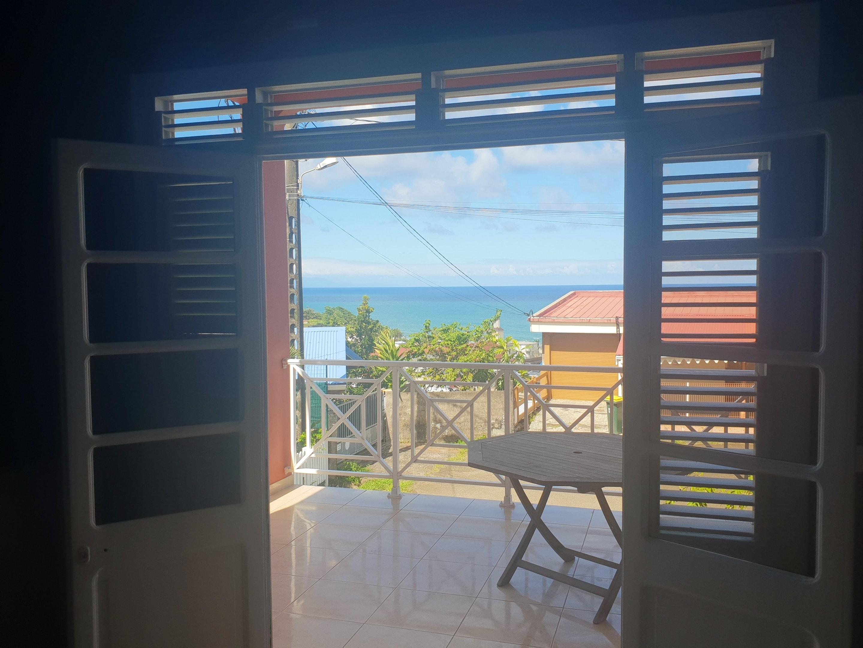 Apartamento de 2 habitaciones en Le Lorrain, con magnificas vistas al mar, terraza y WiFi - a 1 km de la playa
