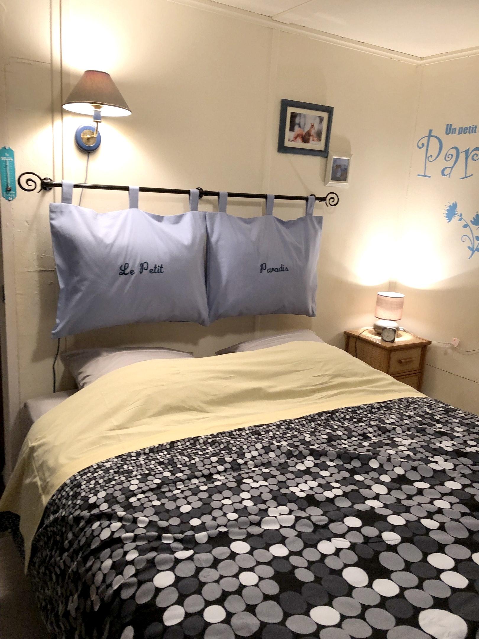 Bungalow mit einem Schlafzimmer in Saint-Chamassy  Bungalow