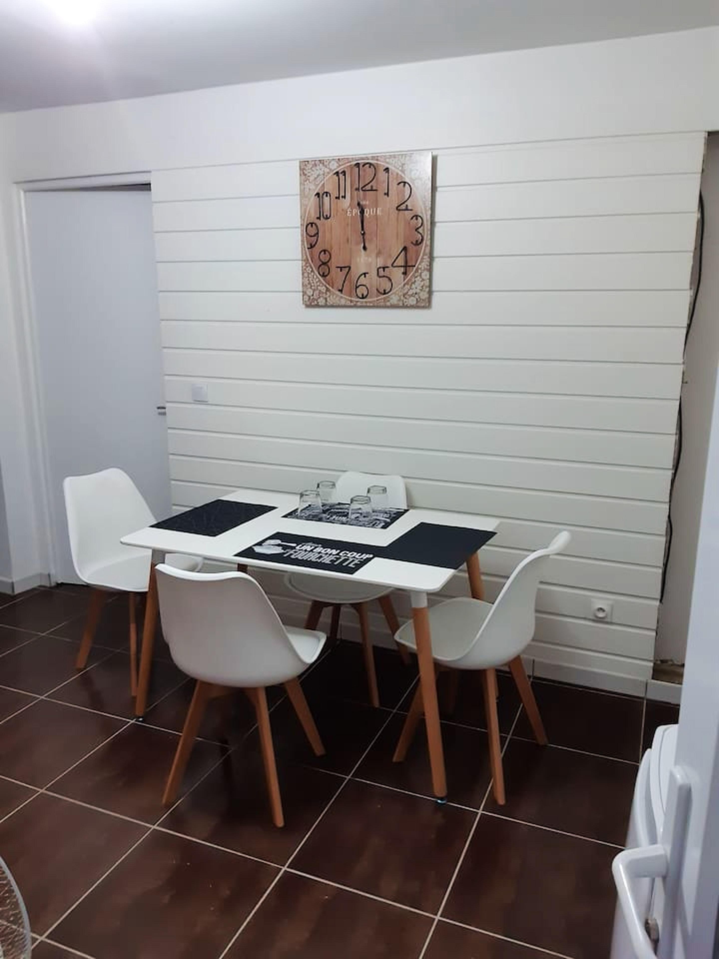 Wohnung mit einem Schlafzimmer in Saint-Esprit mit toller Aussicht auf die Berge und möbliertem Garten