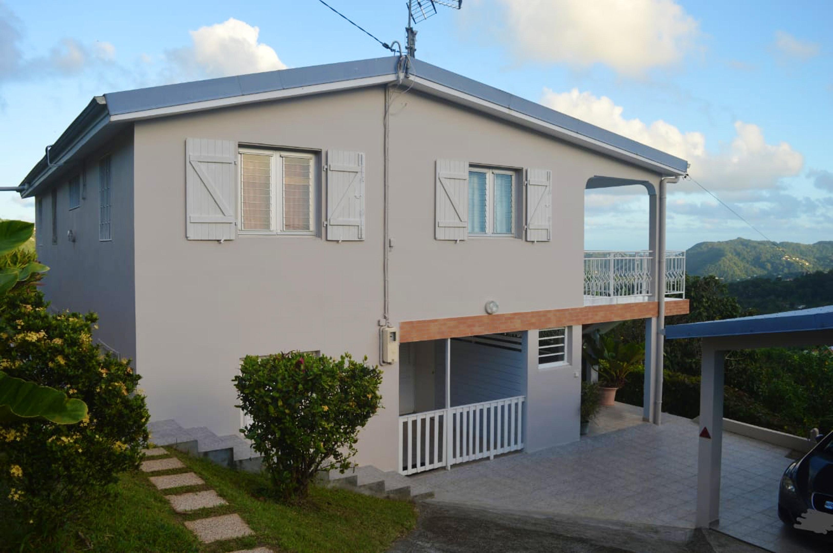 Haus mit 2 Schlafzimmern in Rivière-Pilote mit toller Aussicht auf die Berge, eingezäuntem Garten und W-LAN