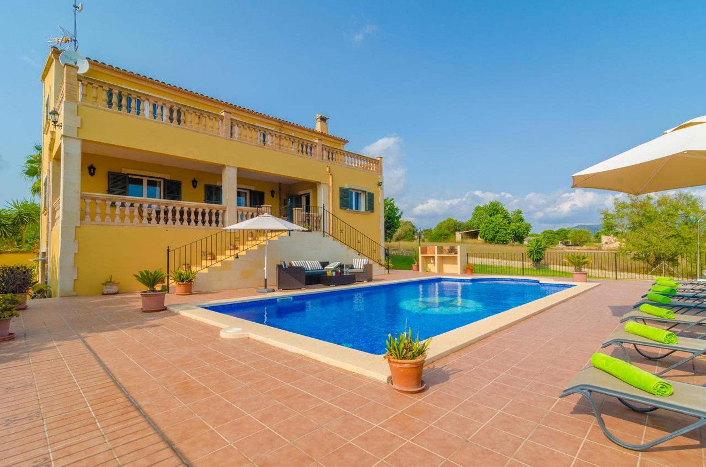 Villa mit 4 Schlafzimmern in Cas Concos des Cavaller mit toller Aussicht auf die Berge privatem Pool möbliertem Garten
