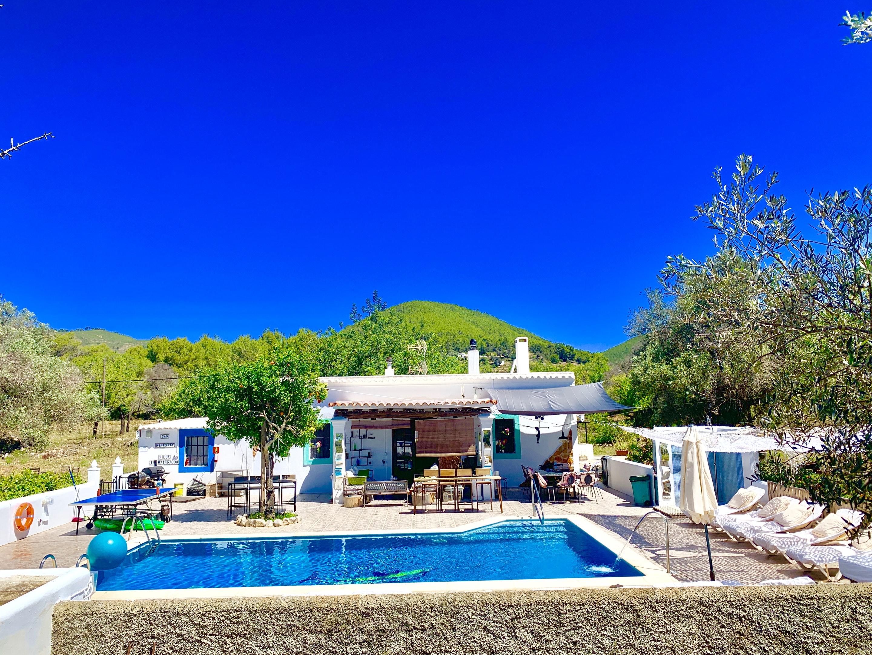 Studio in Ibiza Santa Eulària des Riu mit toller Aussicht auf die Berge privatem Pool eingezäuntem Garten 4 km vom Strand entfernt