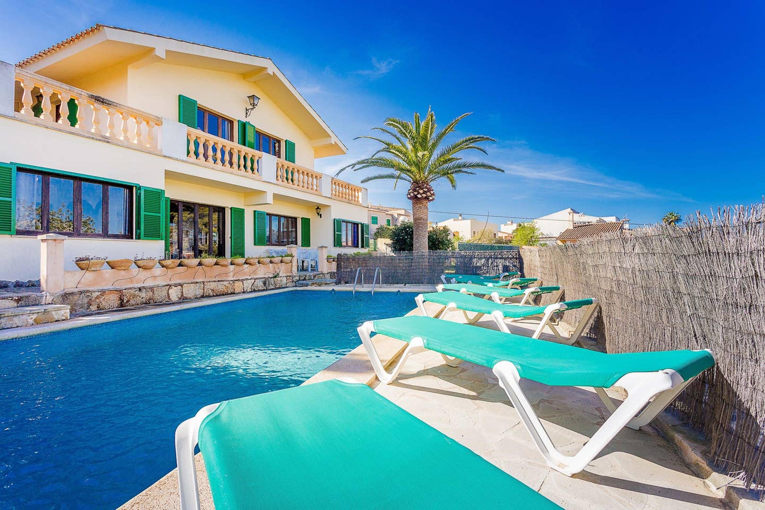 Villa mit 5 Schlafzimmern in Portocolom mit schöner Aussicht auf die Stadt privatem Pool eingezäuntem Garten 900 m vom Strand entfernt