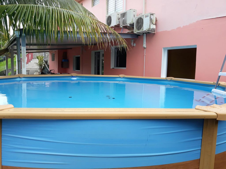 Wohnung mit 2 Schlafzimmern in Rivière-Pilote mit toller Aussicht auf die Berge, privatem Pool, eingezäuntem Garten - 5 km vom Strand entfernt