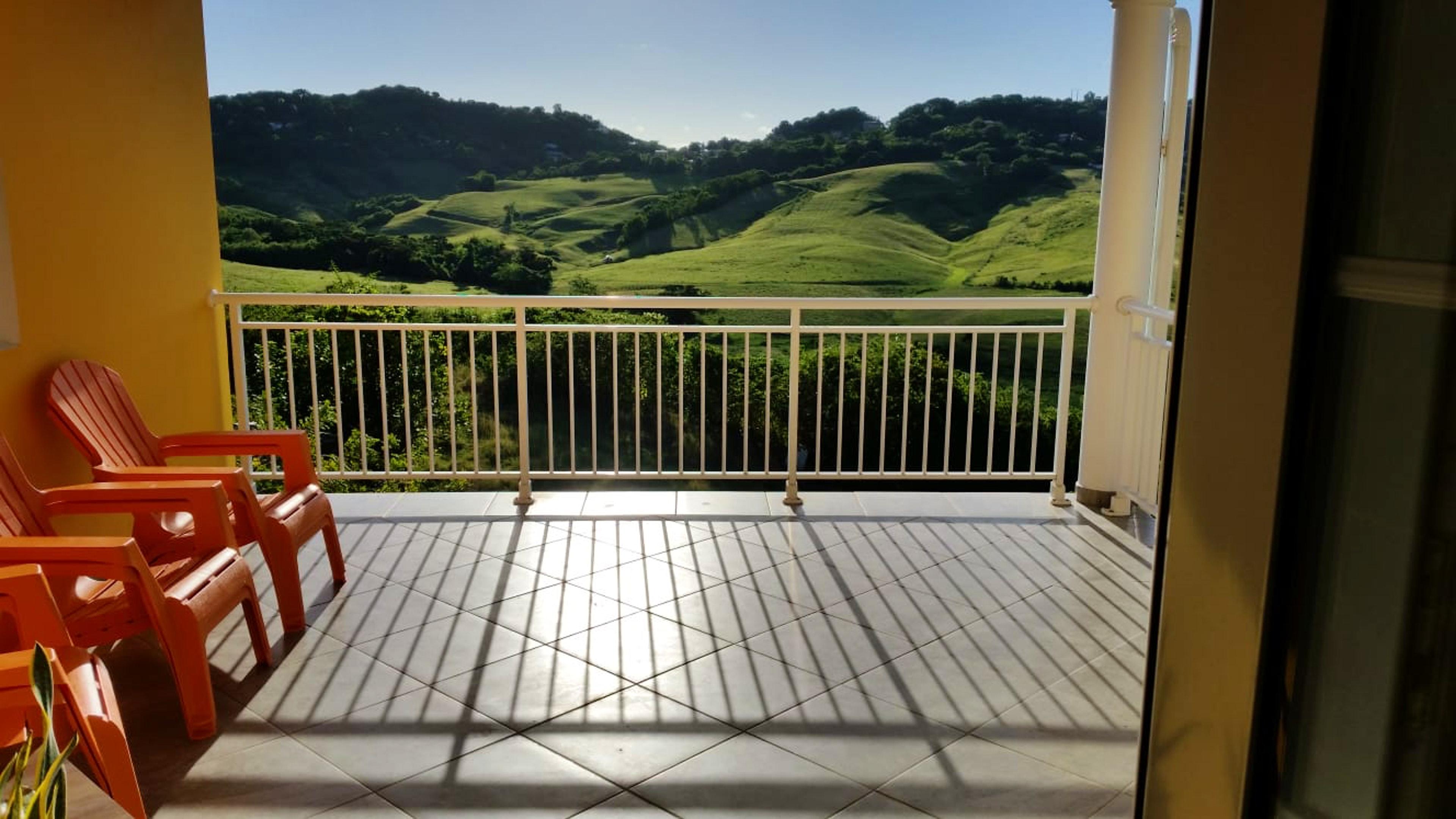 Wohnung mit 2 Schlafzimmern in Le Marin mit toller Aussicht auf die Berge, eingezäuntem Garten und W-LAN - 5 km vom Strand entfernt