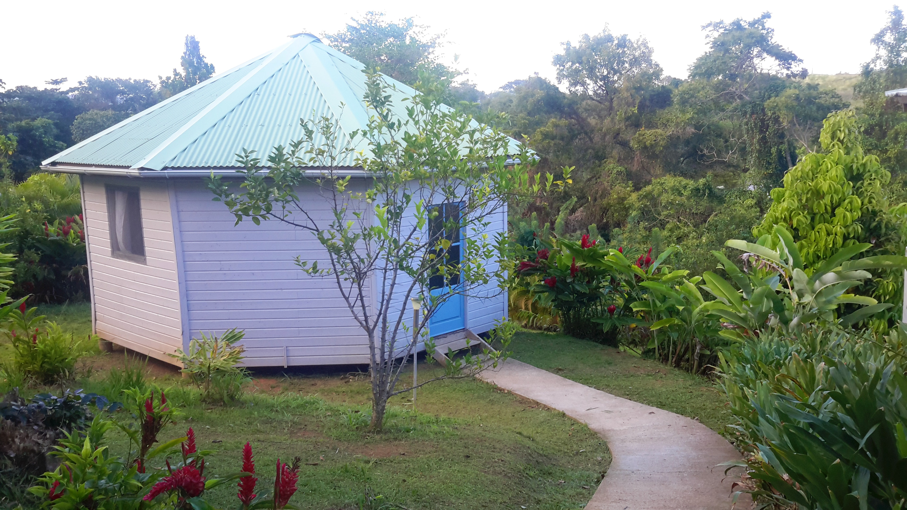 Property with 2 bedrooms in Le Robert, with shared pool, furnished garden and WiFi