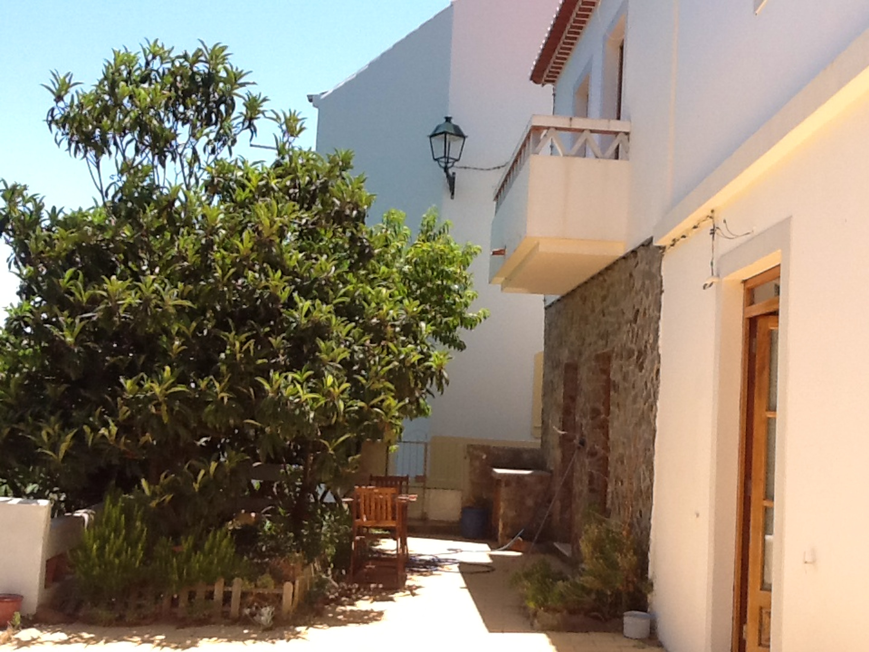 Haus mit 2 Schlafzimmern in Aljezur mit eingezäuntem Garten 8 km vom Strand entfernt