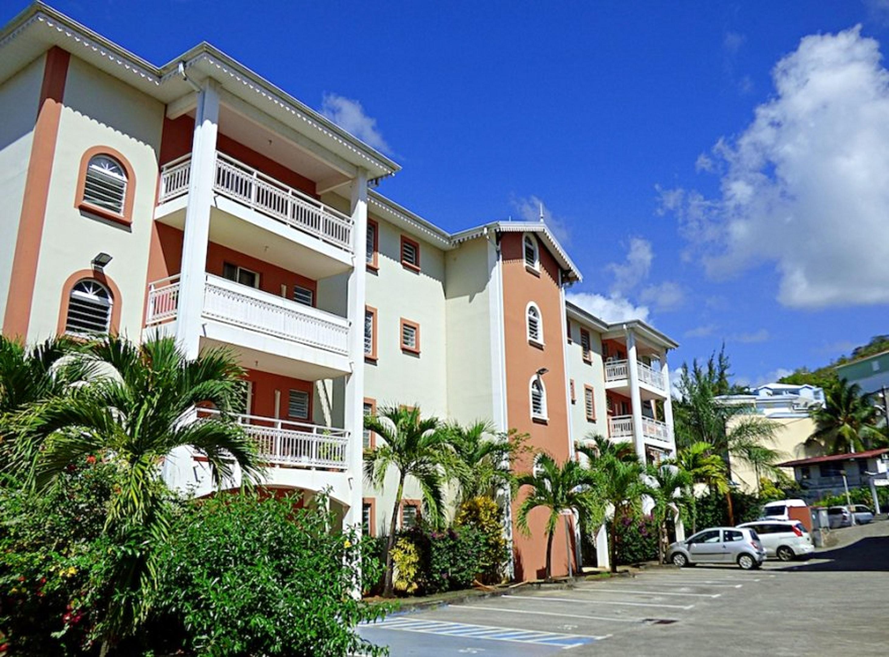 Estudio en Les Trois-Îlets, con magnificas vistas de la ciudad, balcón y WiFi - a 80 m de la playa