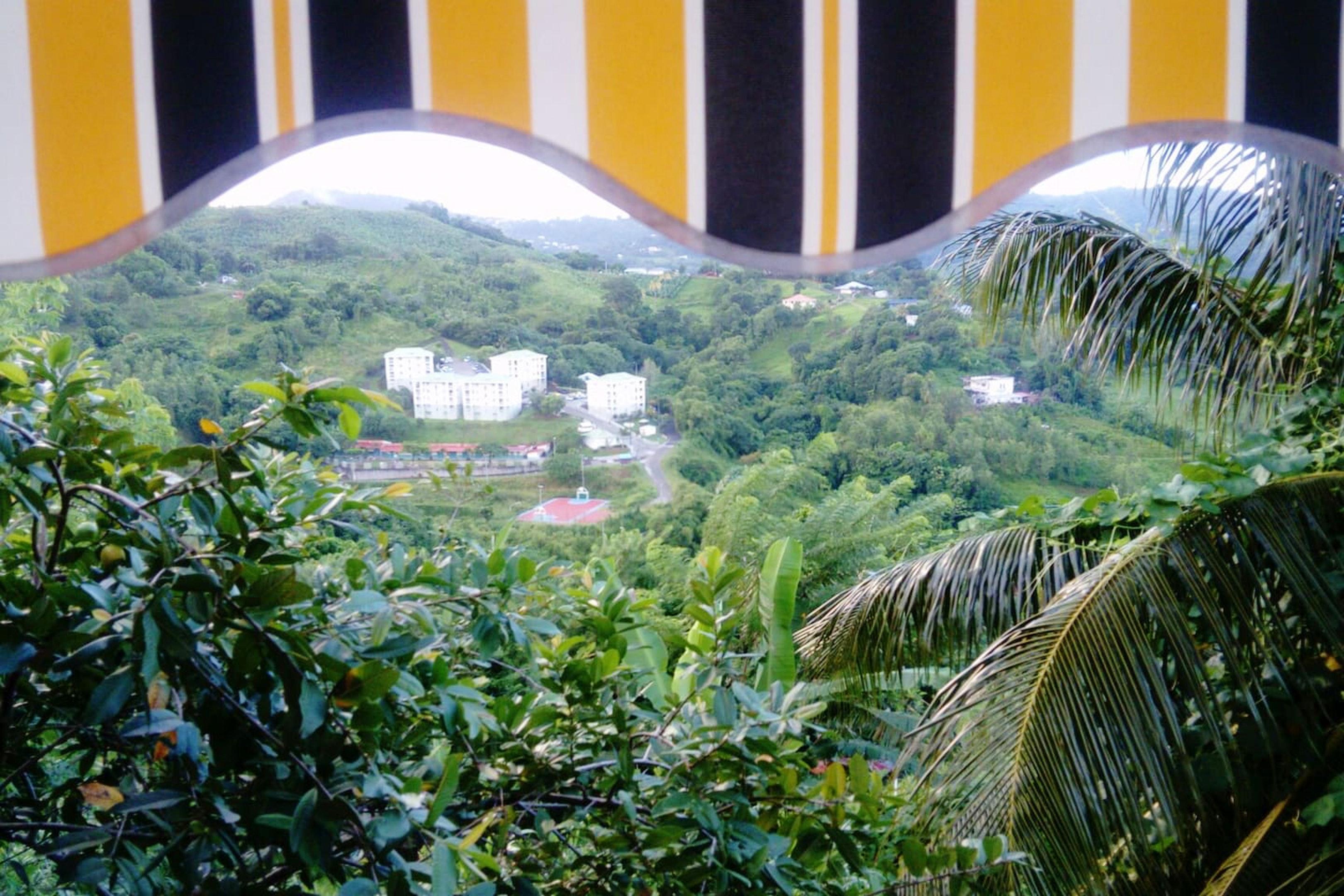 Haus mit einem Schlafzimmer in Saint-Esprit mit toller Aussicht auf die Berge und möbliertem Garten