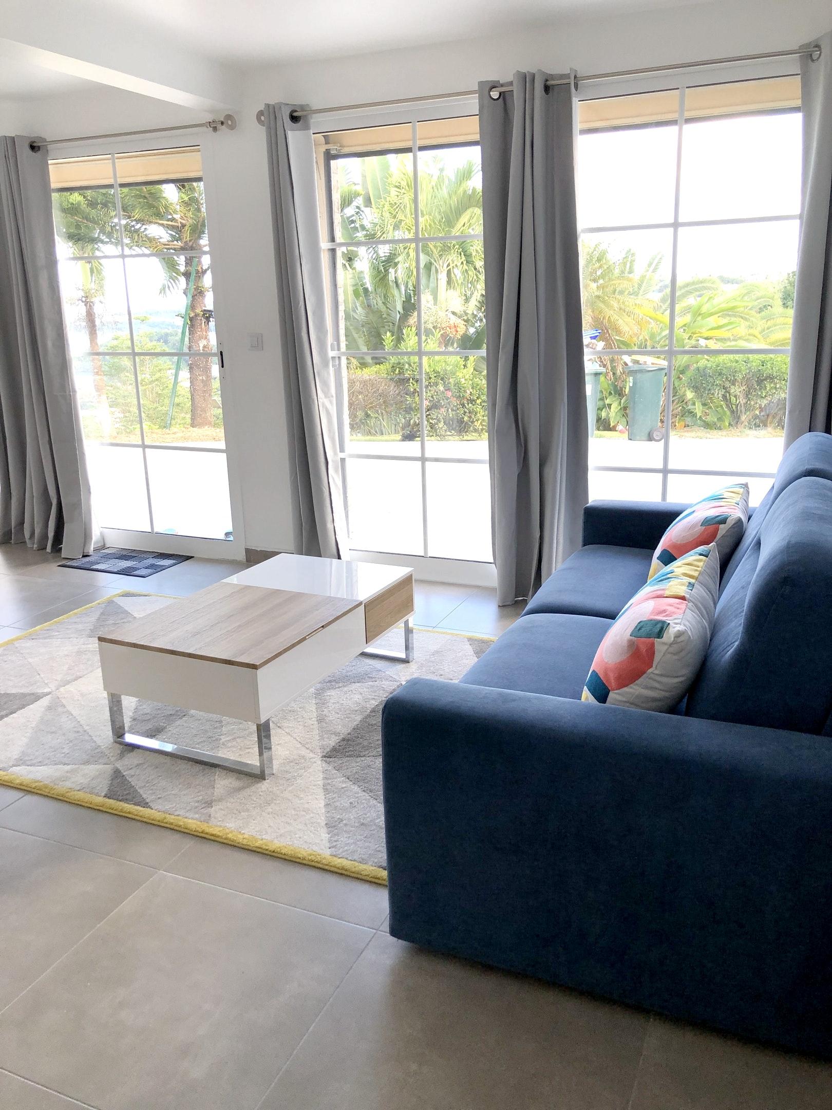 Casa de 2 habitaciones en La Trinité, con magnificas vistas al mar, piscina compartida, jardín cerrado - a 2 km de la playa
