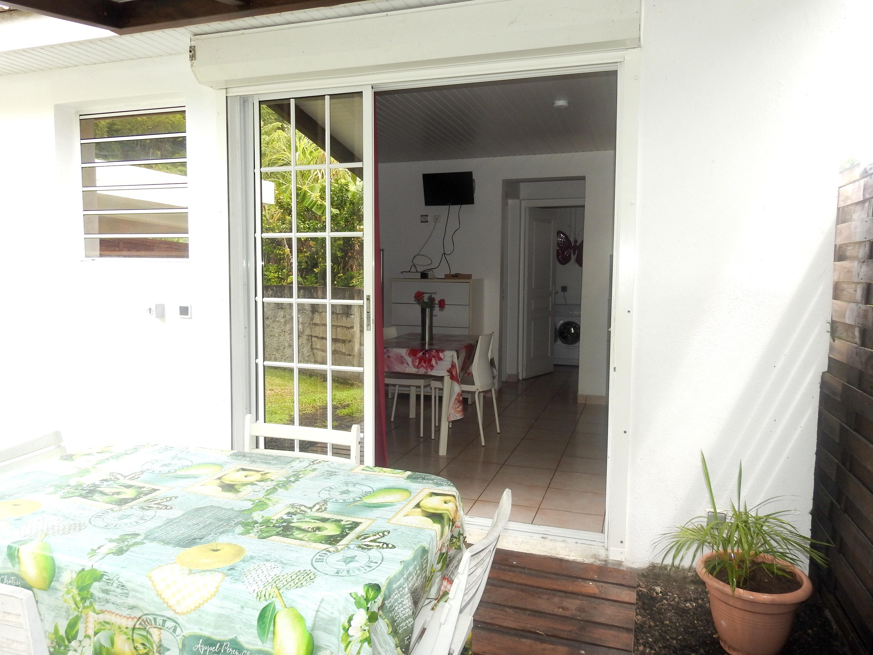 Bungaló de una habitación en Le Robert, con piscina compartida, jardín amueblado y WiFi