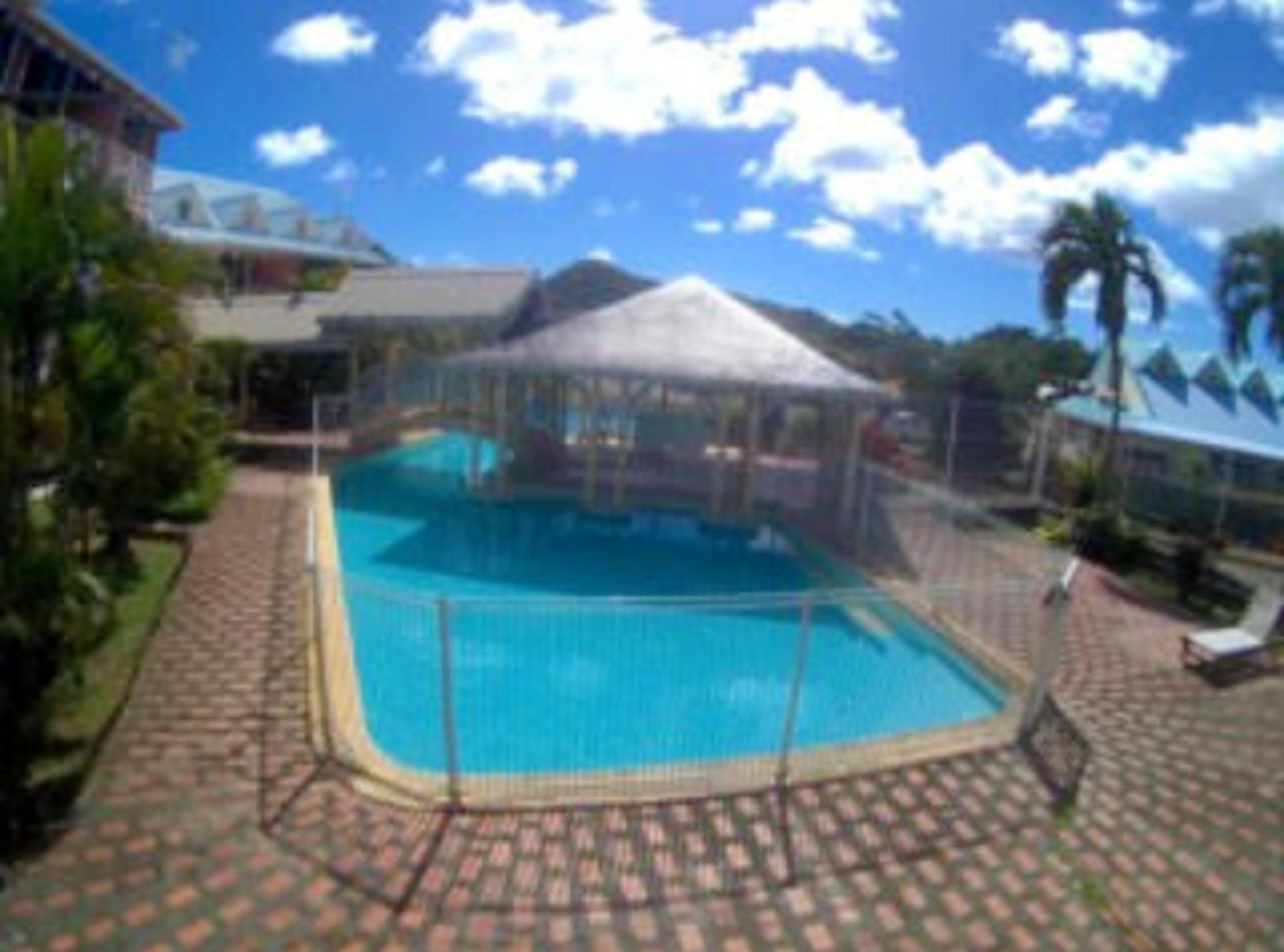Estudio en Sainte-Anne, con piscina compartida, terraza amueblada y WiFi