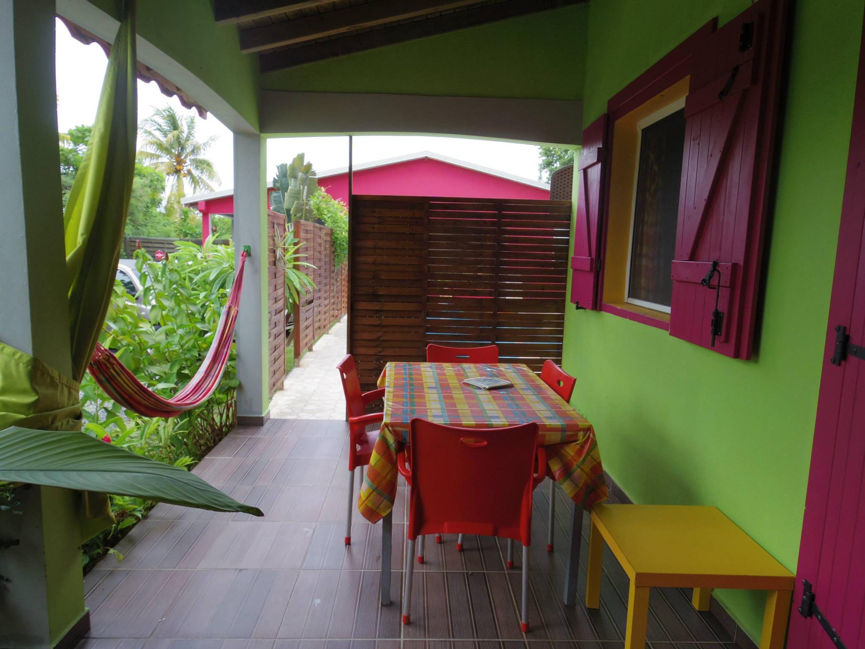 Bungalow mit einem Schlafzimmer in Guadeloupe mit  Bungalow