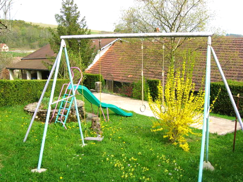 Maison de vacances Haus mit 2 Schlafzimmern in Saint-Laurent-la-Roche mit eingezäuntem Garten - 40 km vom Str (2208321), Montmorot, Jura, Franche-Comté, France, image 2