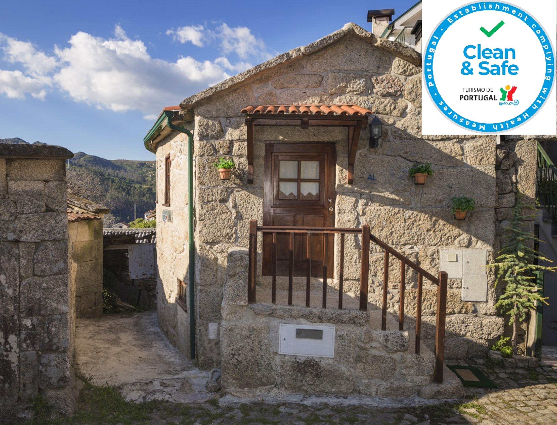 Villa mit einem Schlafzimmer in Parada Ponte da Barca mit toller Aussicht auf die Berge Balkon und W LAN 50 km vom Strand entfernt