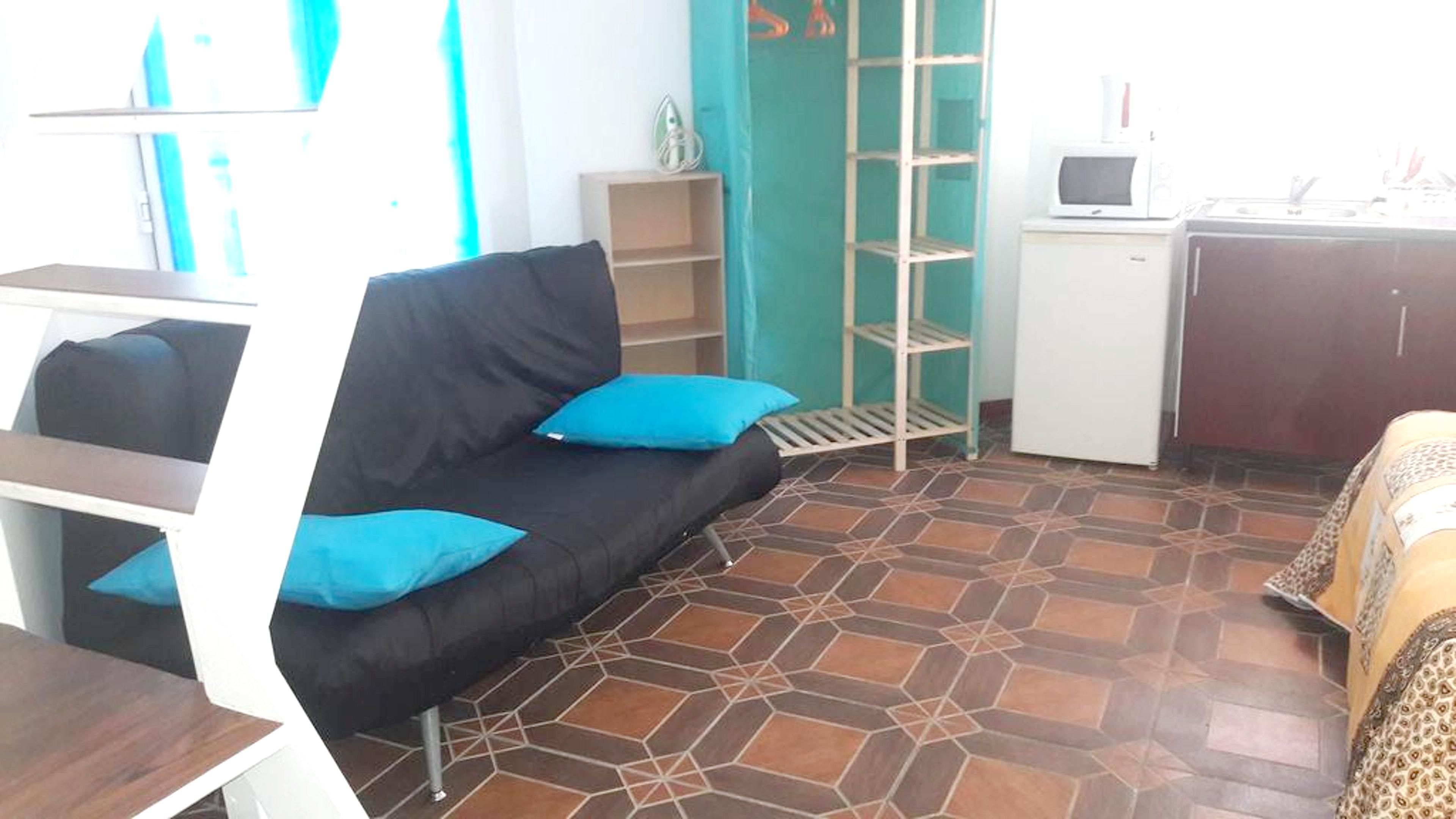 Bungalow mit einem Schlafzimmer in Le Gosier mit P Hütte