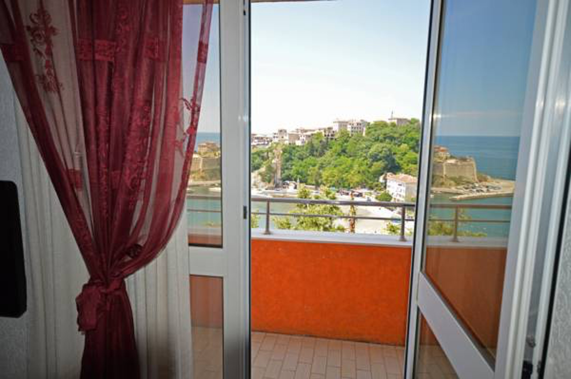 Wohnung mit 2 Schlafzimmern in Ulcinj mit herrlichem Meerblick möbliertem Balkon und W LAN 100 m vom Strand entfernt