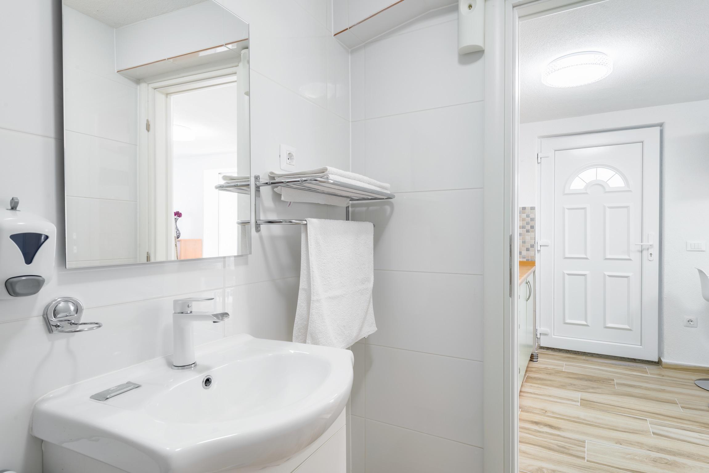 Ferienwohnung Wohnung mit 2 Zimmern in Baaka Voda mit herrlichem Meerblick, möblierter Terrasse und W-L (2201397), Baška Voda, , Dalmatien, Kroatien, Bild 16