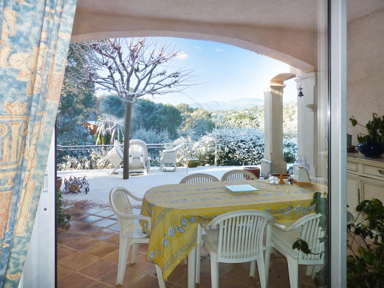 Ferienhaus Villa mit 5 Schlafzimmern in La Croix-Valmer mit privatem Pool, eingezäuntem Garten und W- (2201685), La Croix Valmer, Côte d'Azur, Provence - Alpen - Côte d'Azur, Frankreich, Bild 2