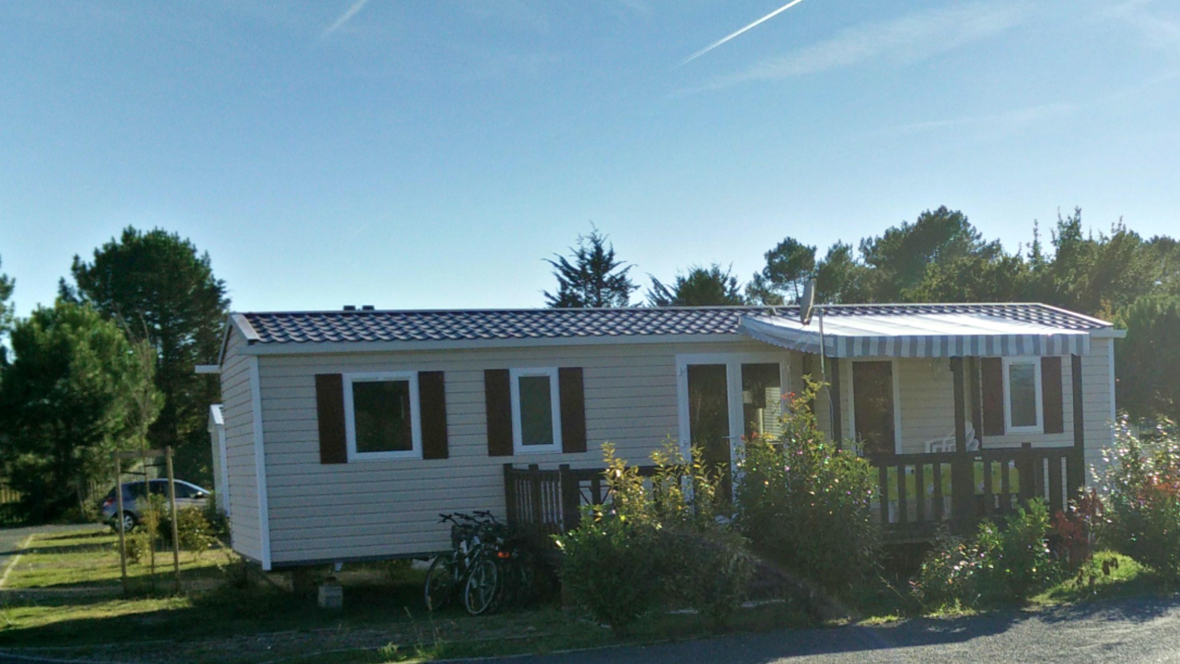 Bungalow mit 3 Schlafzimmern in Gastes mit Pool, m Hütte
