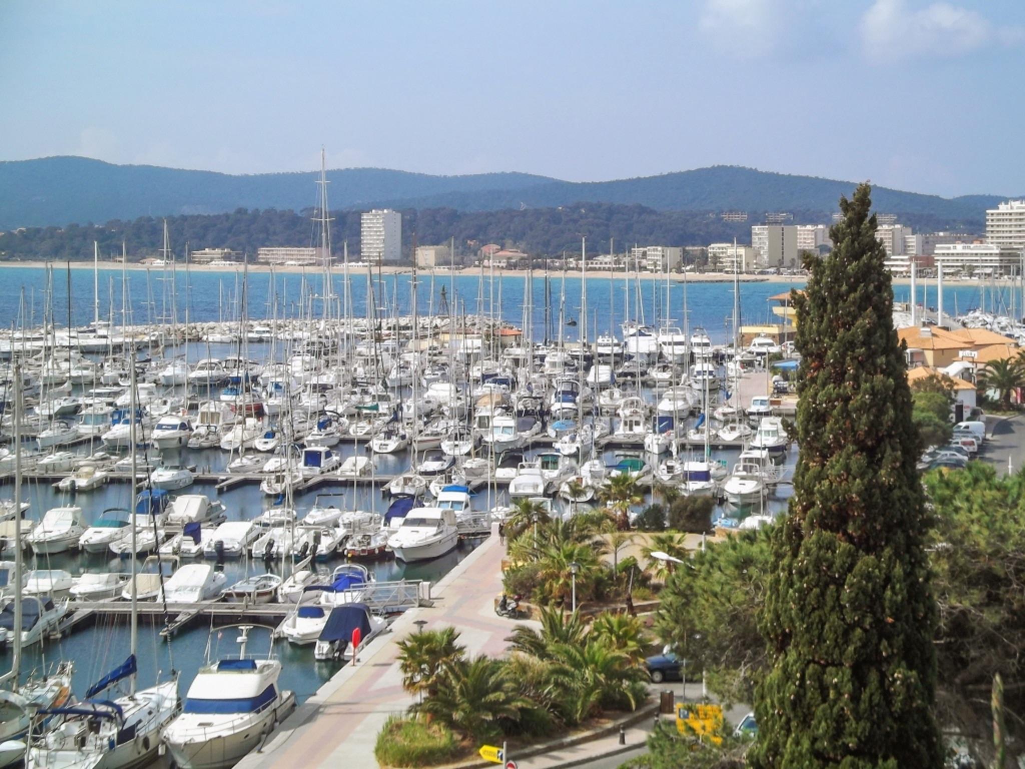 Holiday apartment Helle Zweizimmerwohnung mit Meerblick und Balkon - 50 m vom Strand in Le Lavandou entfernt (2201212), Le Lavandou, Côte d'Azur, Provence - Alps - Côte d'Azur, France, picture 13