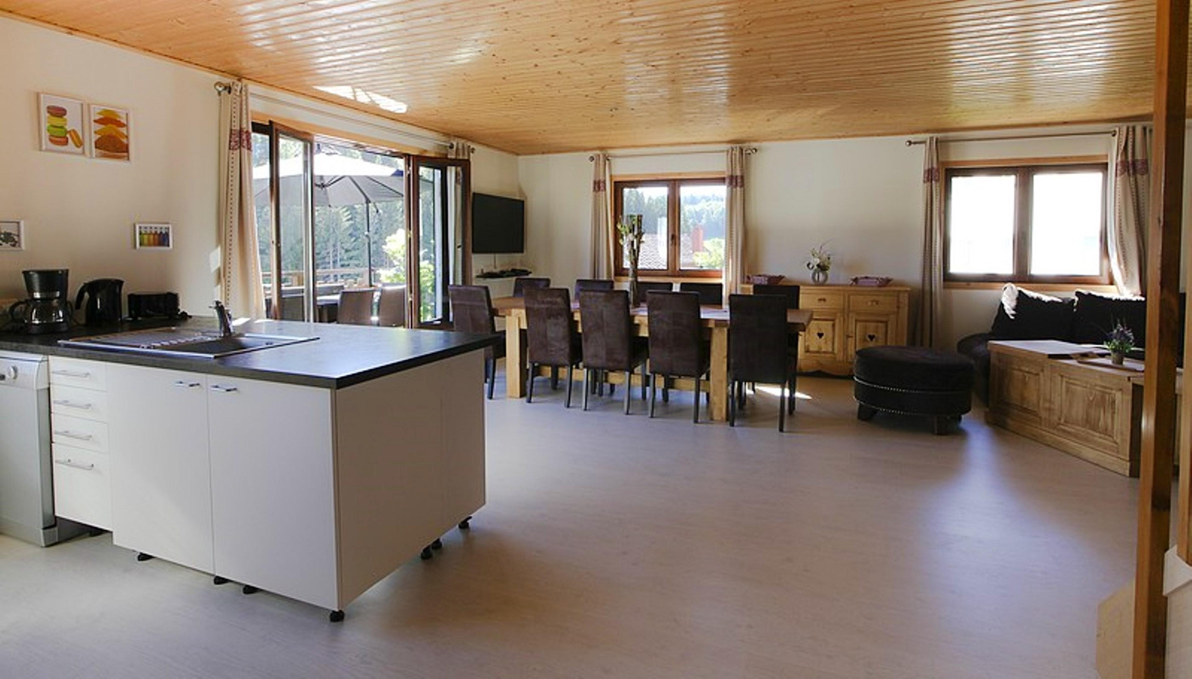 Maison de vacances Hütte mit 7 Schlafzimmern in Les Moussières mit toller Aussicht auf die Berge, möblierter  (2677371), Les Moussières, Jura, Franche-Comté, France, image 3