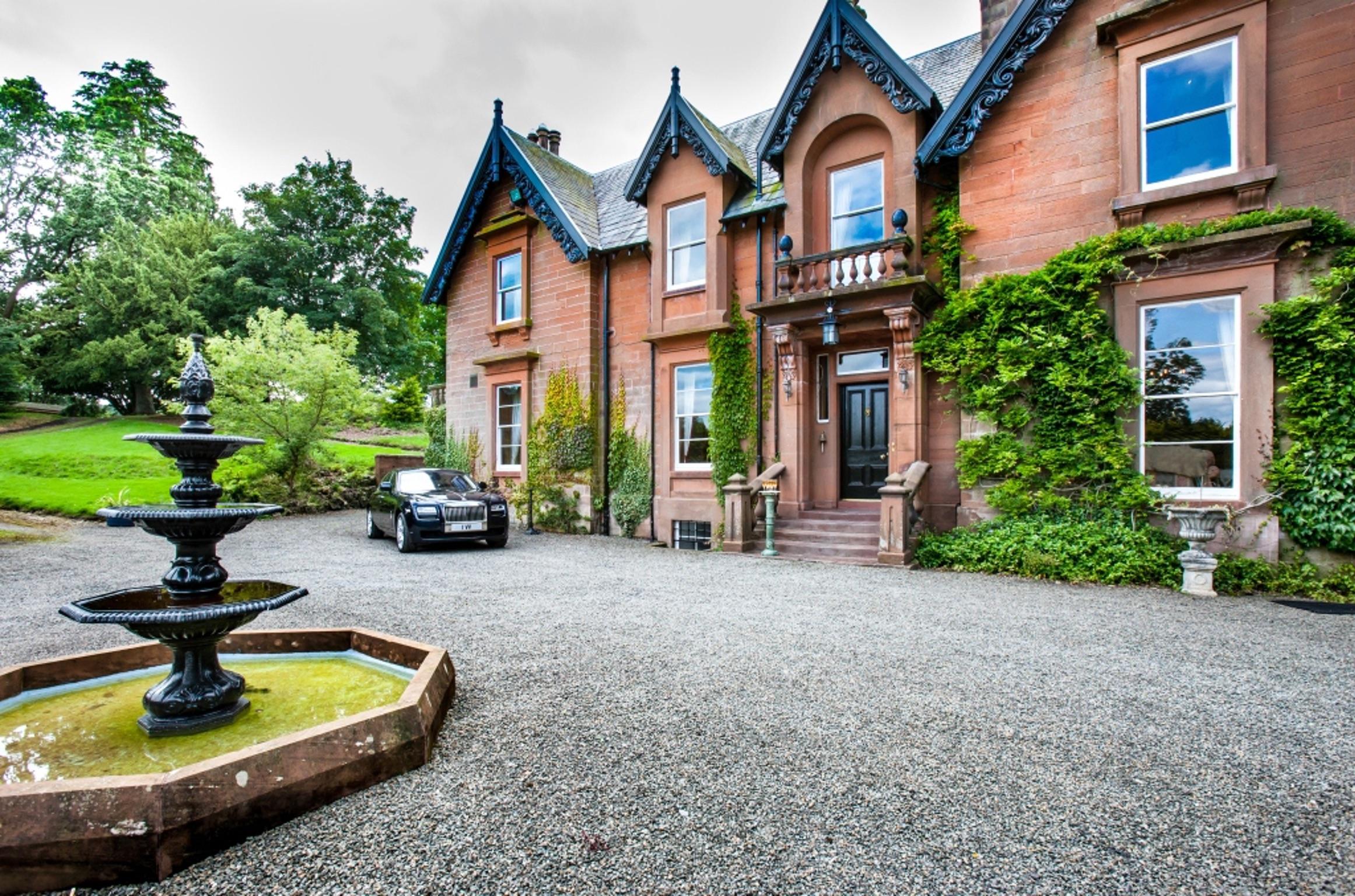 Viktorianisches Herrenhaus in Schottland mit sieben Schlafzimmern ...