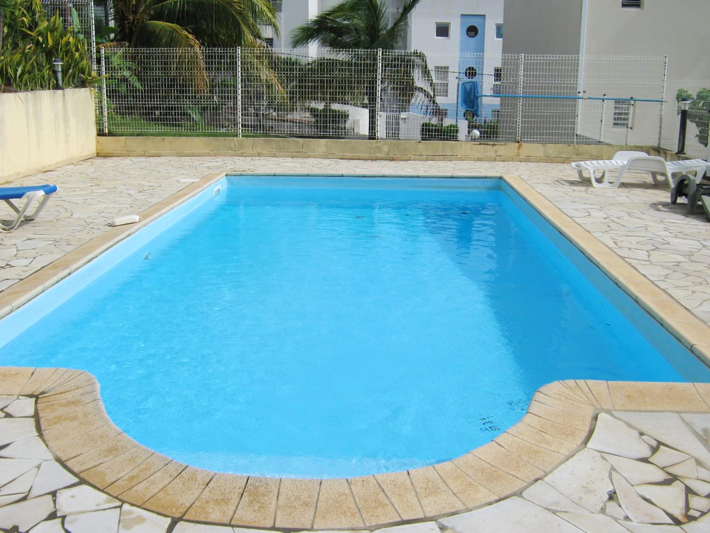 Haus mit einem Schlafzimmer in Les Trois-Îlets mit herrlichem Meerblick, Pool, eingezäuntem Garten