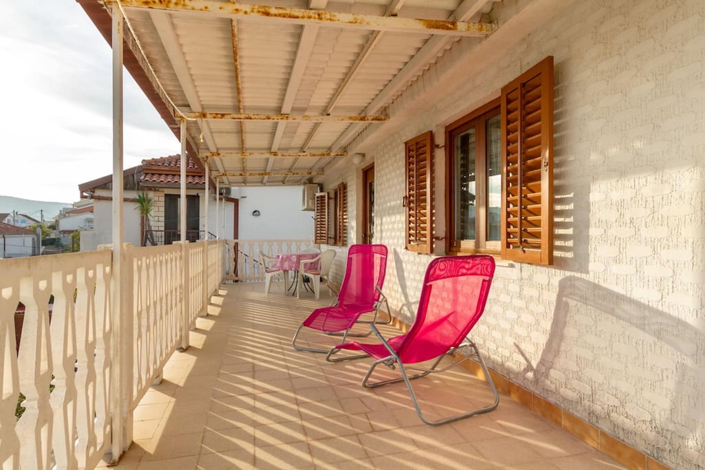 Ferienwohnung Wohnung mit 3 Zimmern in Seget Vranjica mit herrlichem Meerblick und eingezäuntem Garten - (2339638), Seget Donji, , Dalmatien, Kroatien, Bild 2