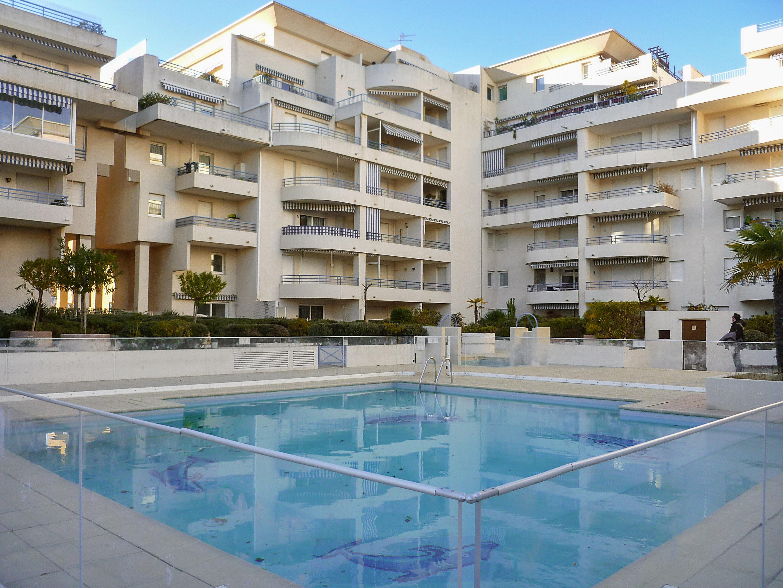 Holiday apartment Wohnung mit einem Schlafzimmer in Fréjus mit schöner Aussicht auf die Stadt, Pool und Balk (2202442), Fréjus, Côte d'Azur, Provence - Alps - Côte d'Azur, France, picture 1