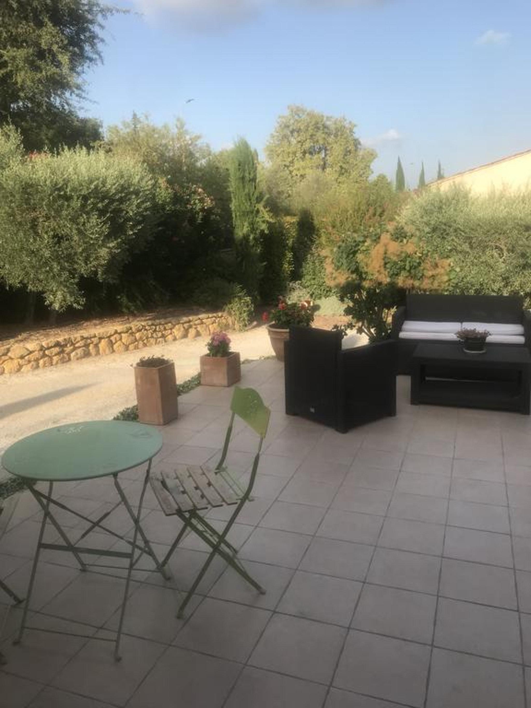 Holiday apartment Studio in Lançon-Provence mit Pool, möbliertem Garten und W-LAN (2676969), Lançon Provence, Bouches-du-Rhône, Provence - Alps - Côte d'Azur, France, picture 1
