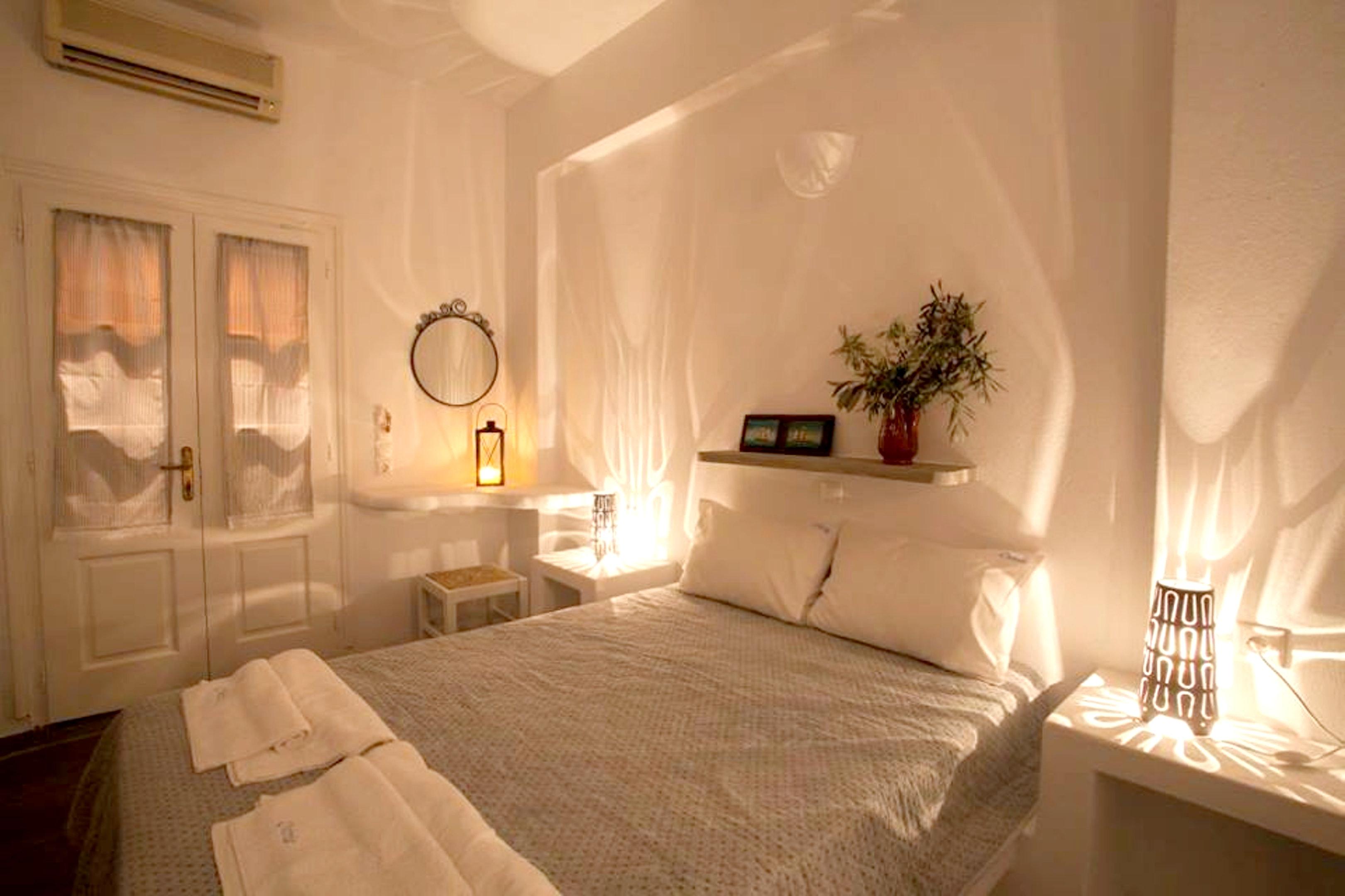 Holiday apartment Wohnung mit 2 Schlafzimmern in Paros mit herrlichem Meerblick, möbliertem Balkon und W-LAN (2201769), Paros, Paros, Cyclades, Greece, picture 3