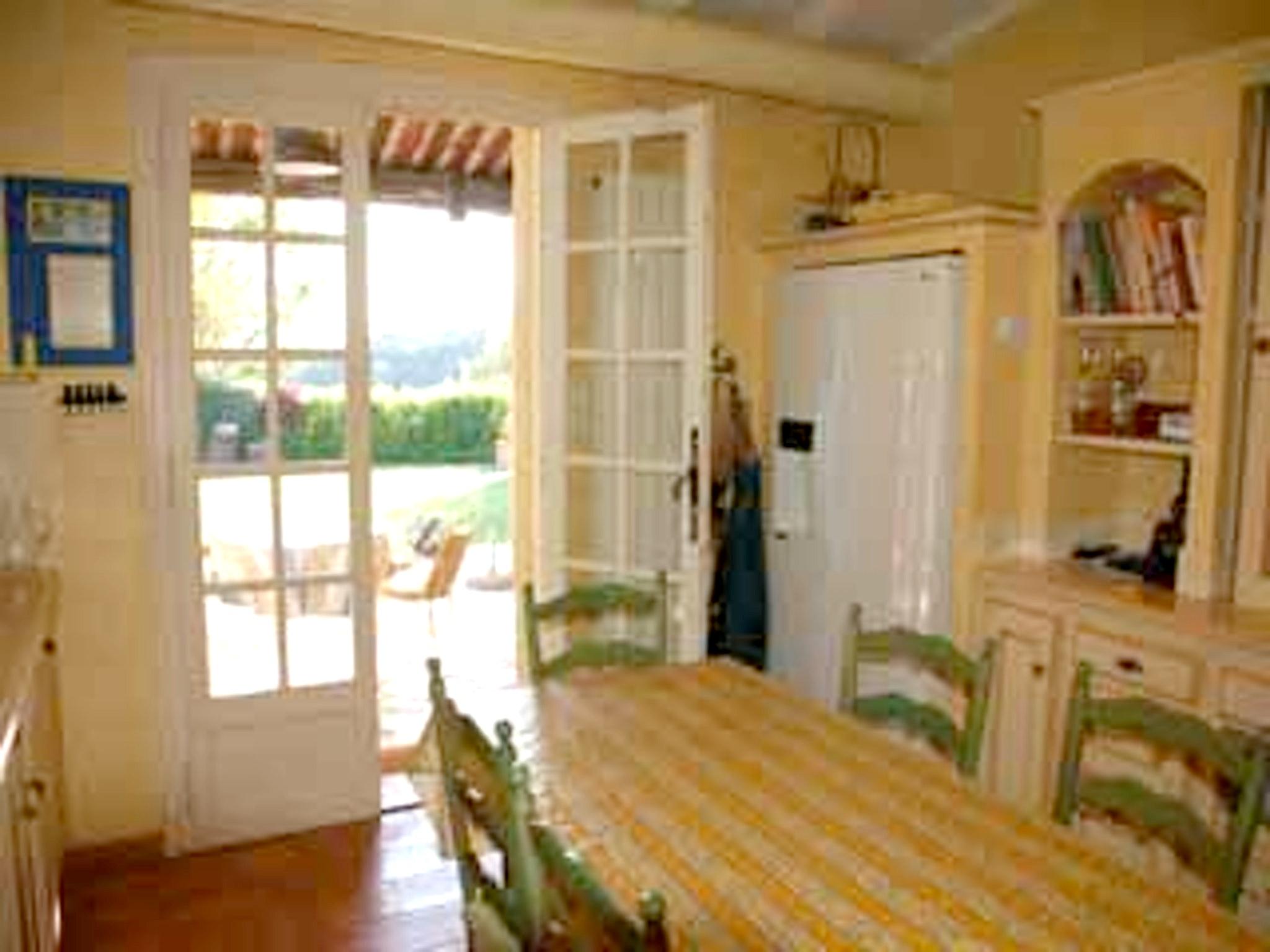 Ferienhaus Villa mit 4 Schlafzimmern in Pernes-les-Fontaines mit toller Aussicht auf die Berge, priva (2519446), Pernes les Fontaines, Saône-et-Loire, Burgund, Frankreich, Bild 48