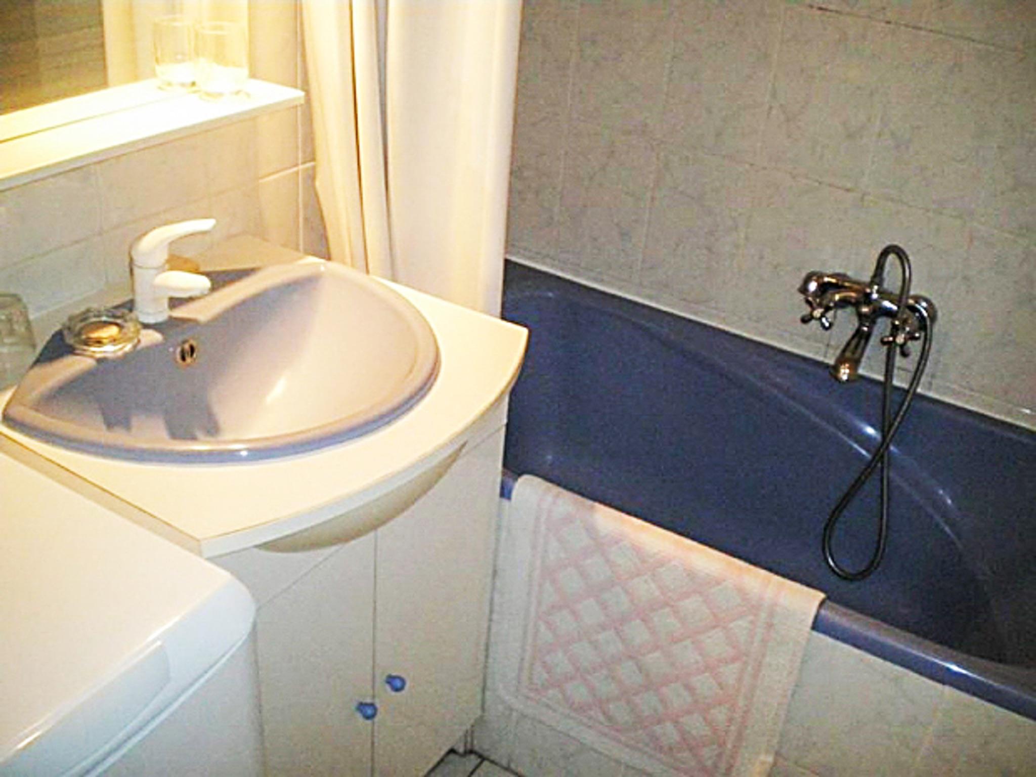 Holiday apartment Helle Zweizimmerwohnung mit Meerblick und Balkon - 50 m vom Strand in Le Lavandou entfernt (2201212), Le Lavandou, Côte d'Azur, Provence - Alps - Côte d'Azur, France, picture 9
