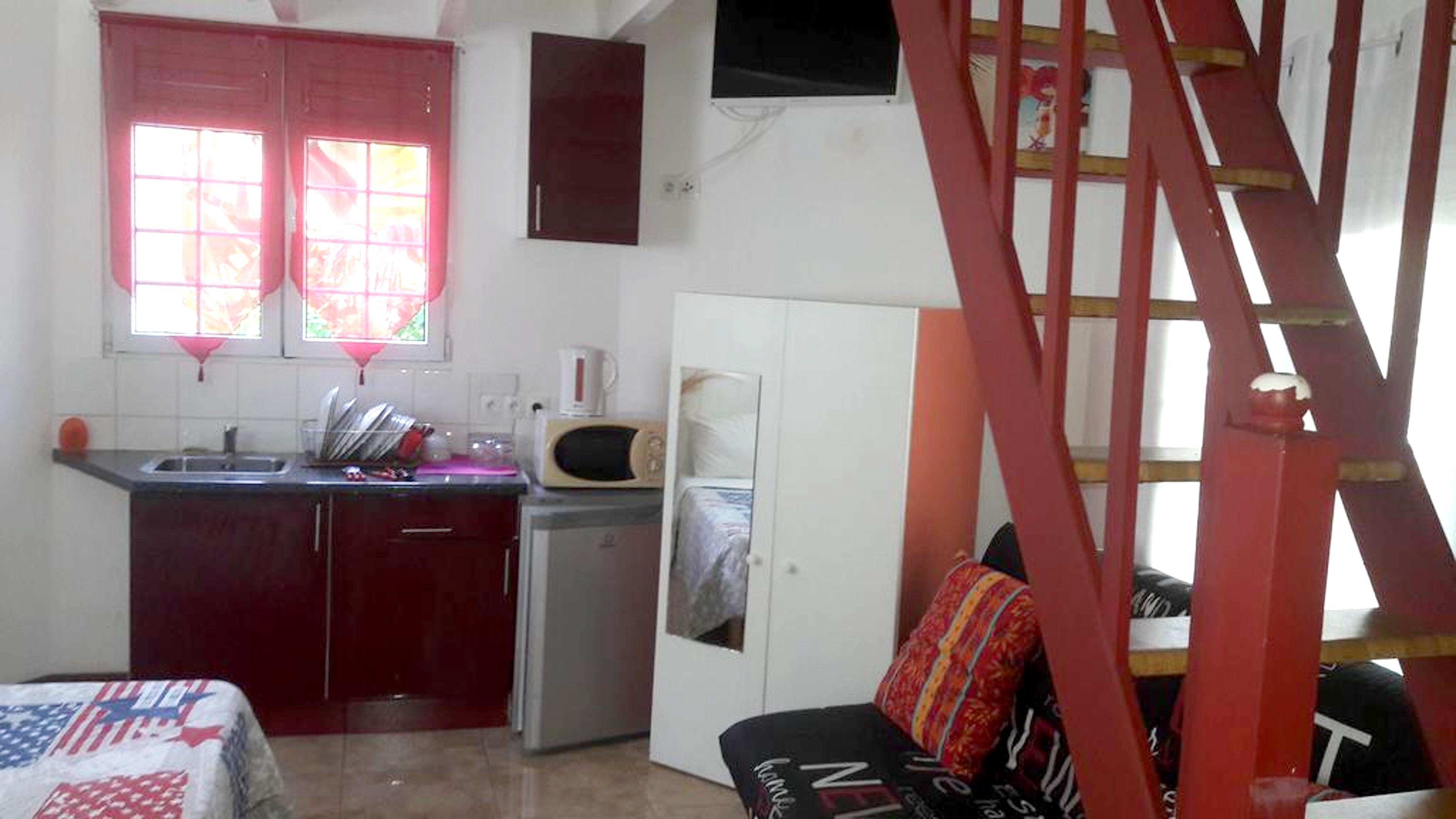 Bungalow mit einem Schlafzimmer in Le Gosier mit P Hütte in Guadeloupe