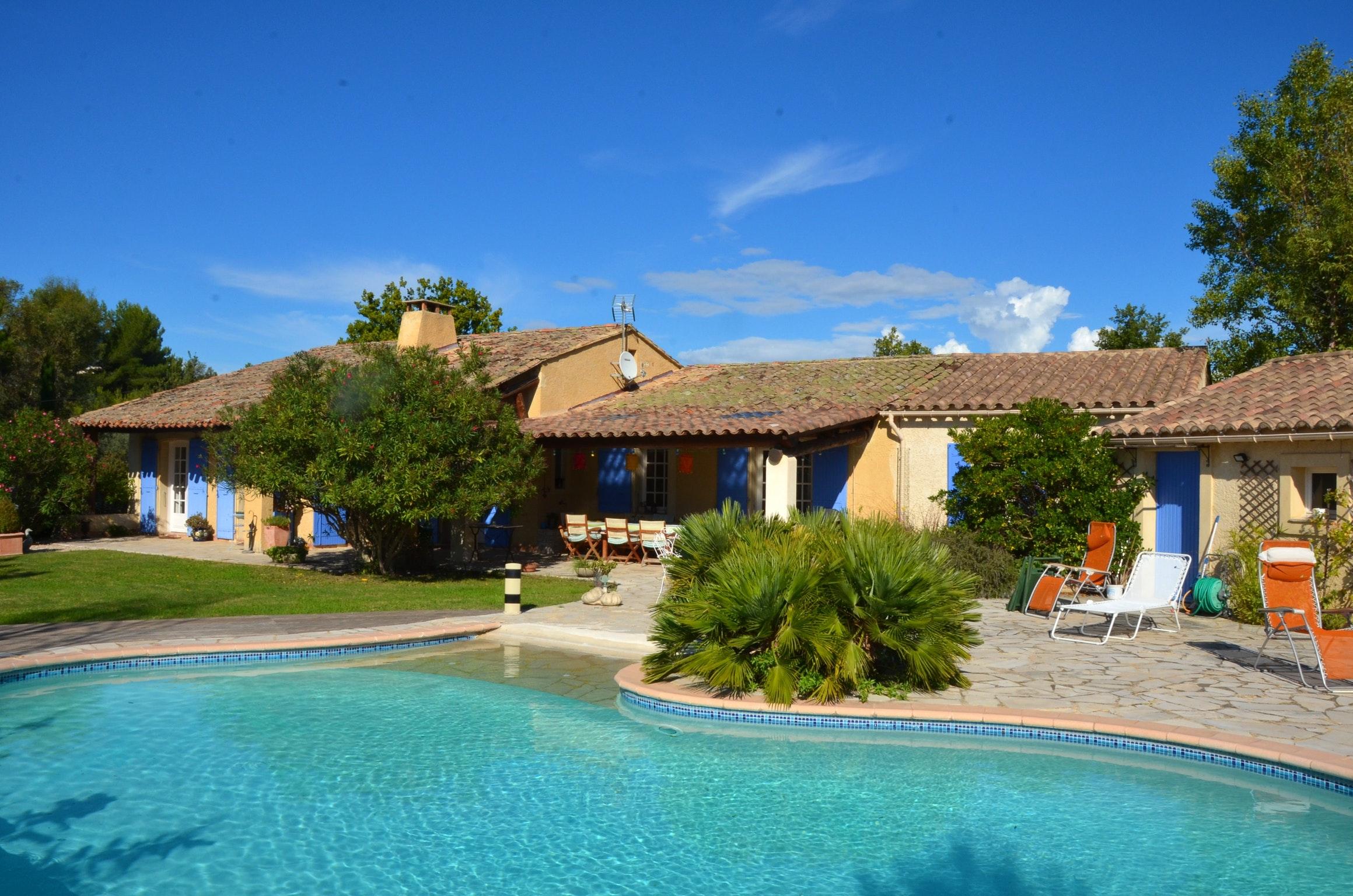 Ferienhaus Villa mit 4 Schlafzimmern in Pernes-les-Fontaines mit toller Aussicht auf die Berge, priva (2519446), Pernes les Fontaines, Saône-et-Loire, Burgund, Frankreich, Bild 1