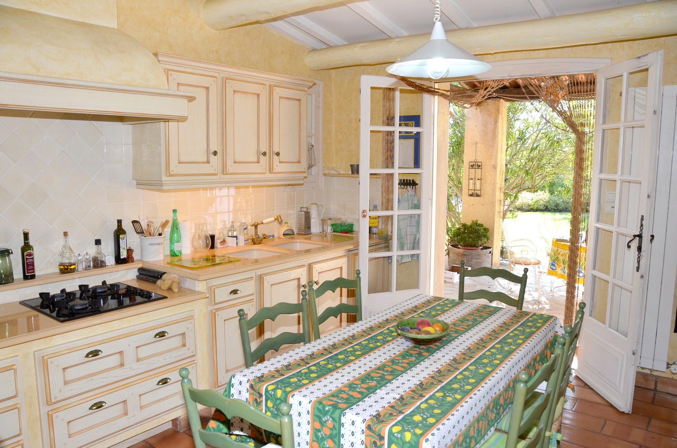 Ferienhaus Villa mit 4 Schlafzimmern in Pernes-les-Fontaines mit toller Aussicht auf die Berge, priva (2519446), Pernes les Fontaines, Saône-et-Loire, Burgund, Frankreich, Bild 46