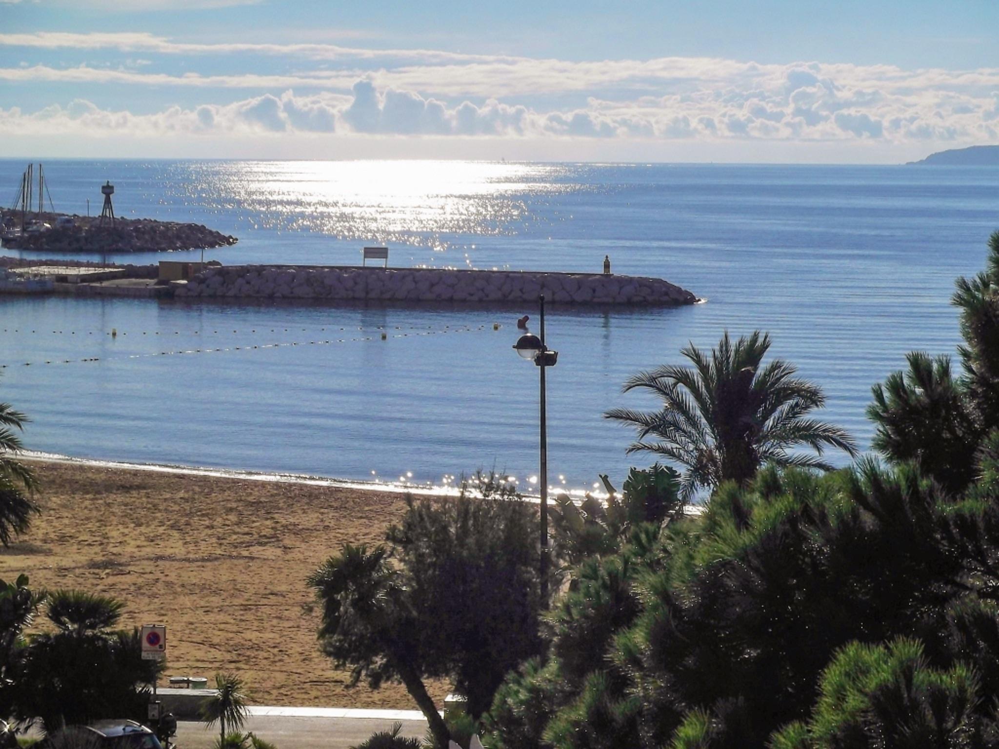 Holiday apartment Helle Zweizimmerwohnung mit Meerblick und Balkon - 50 m vom Strand in Le Lavandou entfernt (2201212), Le Lavandou, Côte d'Azur, Provence - Alps - Côte d'Azur, France, picture 1