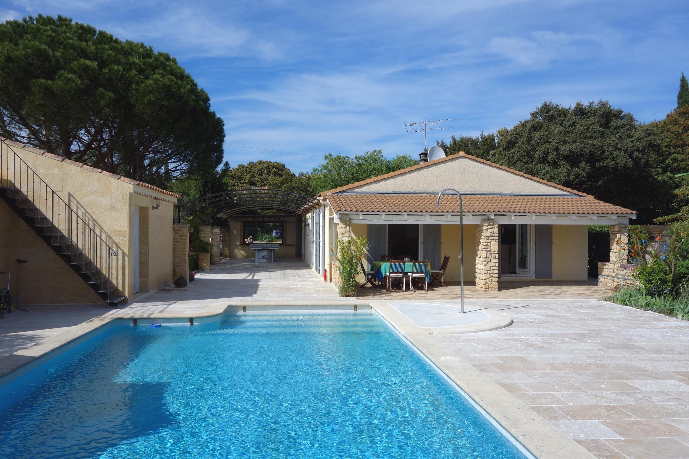 Modernes Haus mit separatem Häuschen, 3 Terrassen, Pool und ...